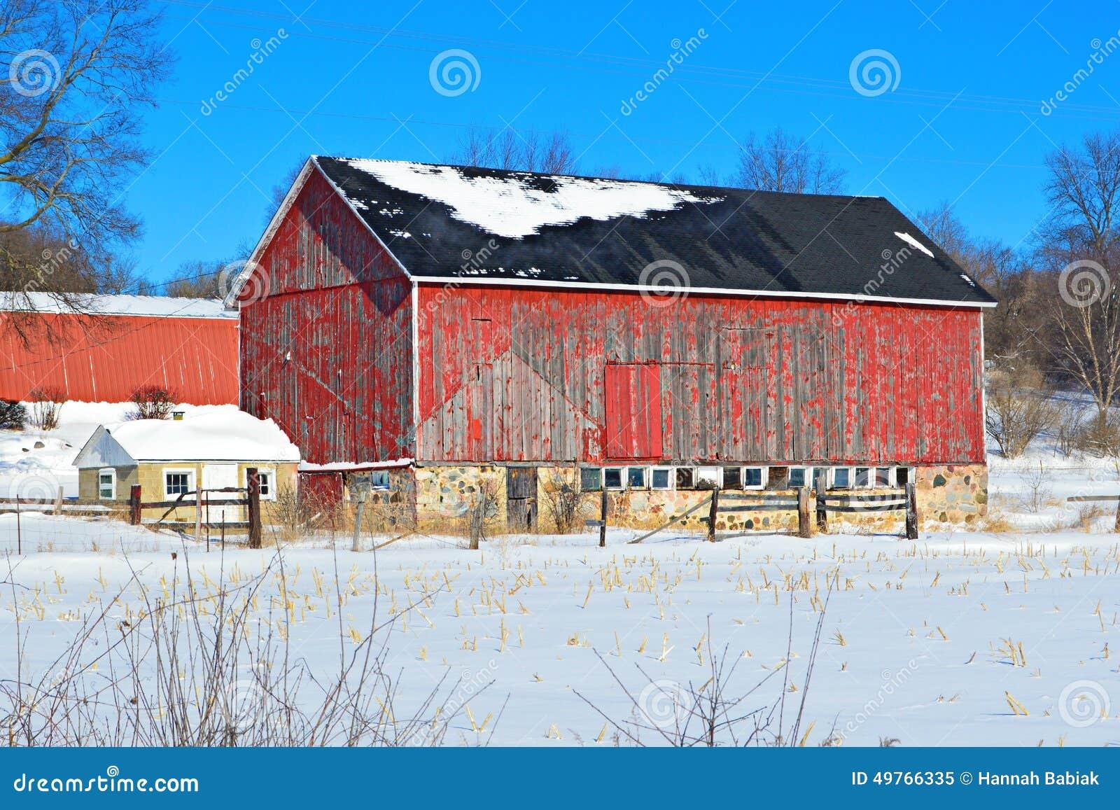 Viejo invierno rojo del granero