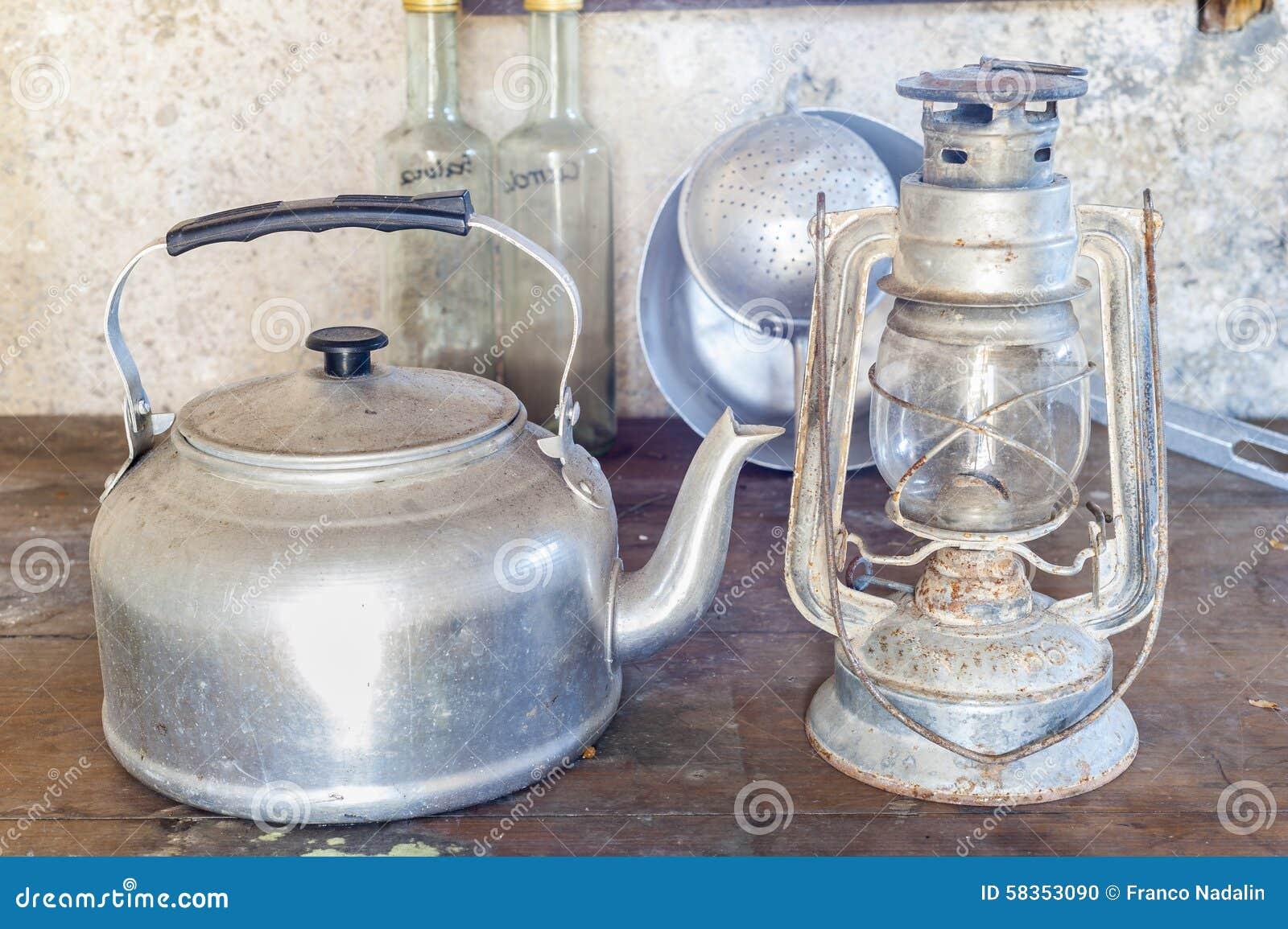 Viejos objetos de una cocina rural foto de archivo for Objetos de cocina