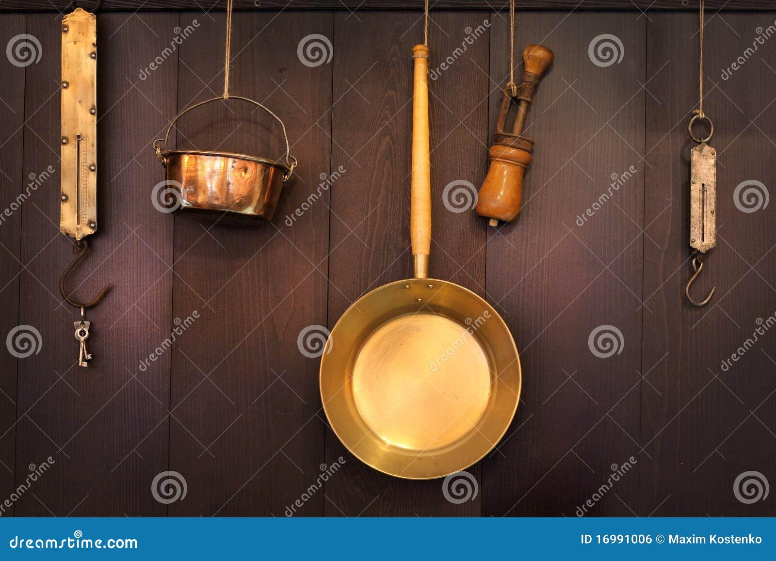 Viejos utensilios de cocina imagen de archivo libre de for Utensilios de cocina viejos