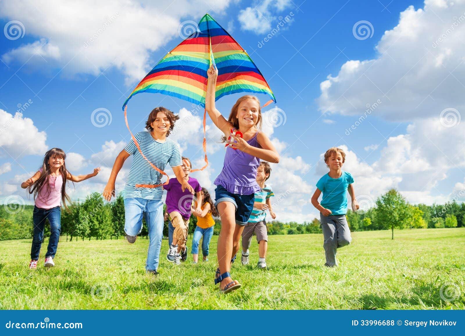 Viele Activekinder mit Drachen