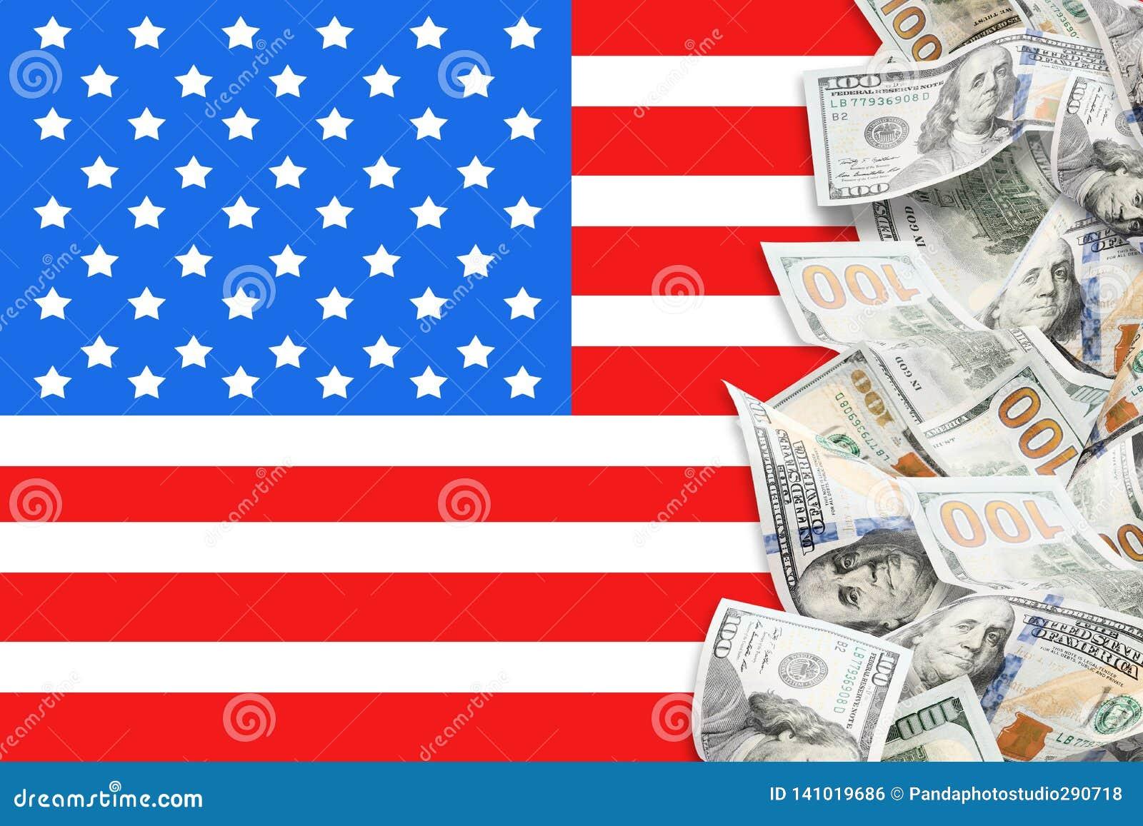 Viele Dollar und amerikanische Flagge