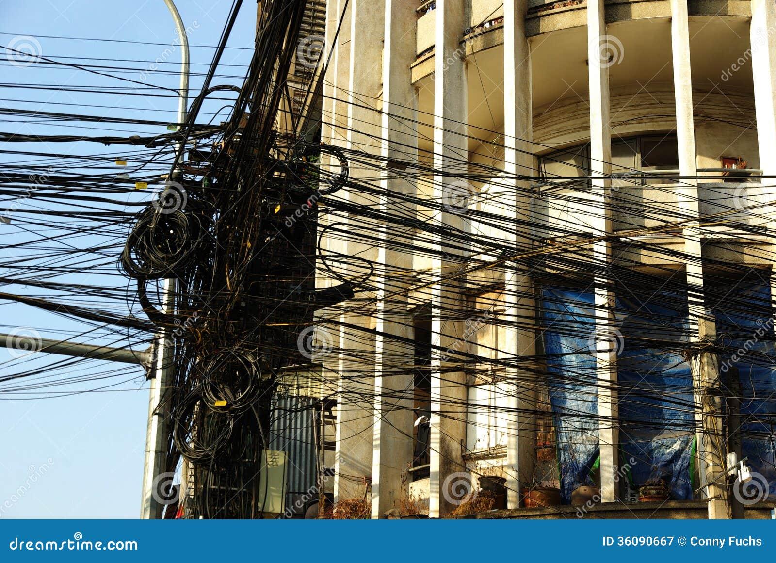 Viele Elektrischen Drähte Vor Einer Art- DecoFassade In Asien ...