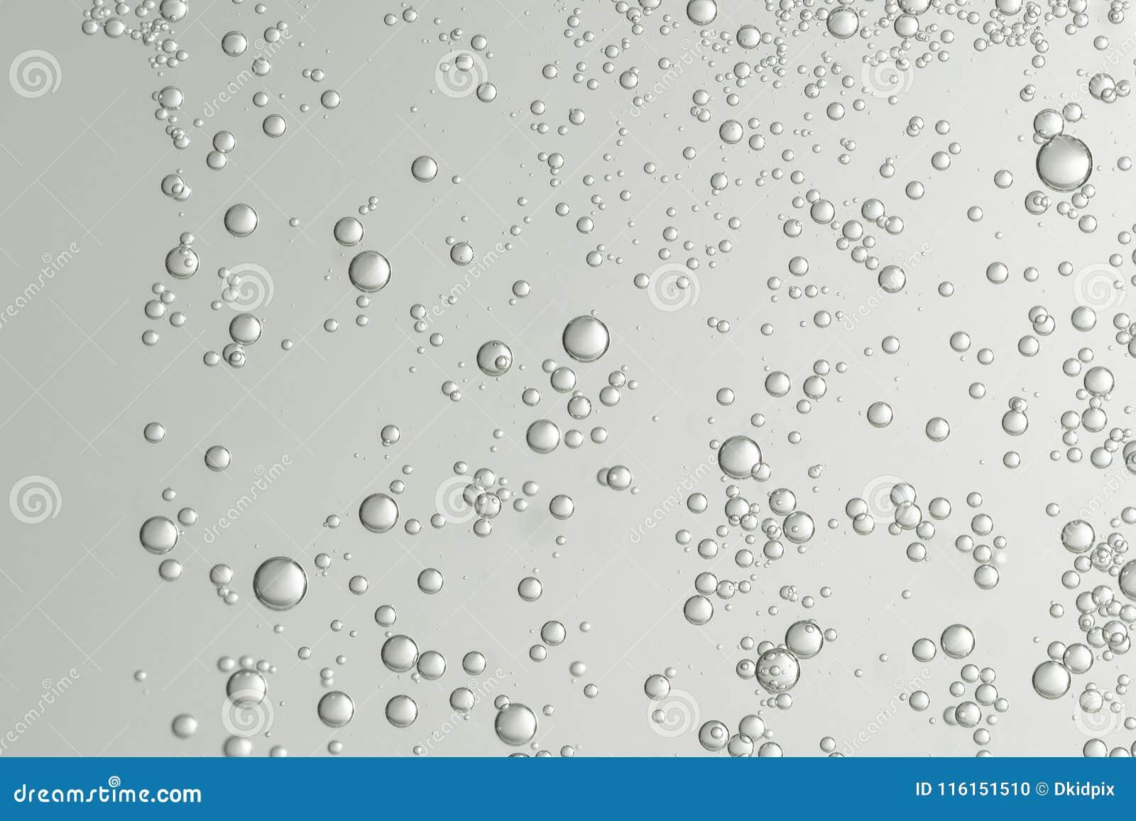 Viele kleinen Blasen stockfoto. Bild von hell, fließen - 116151510