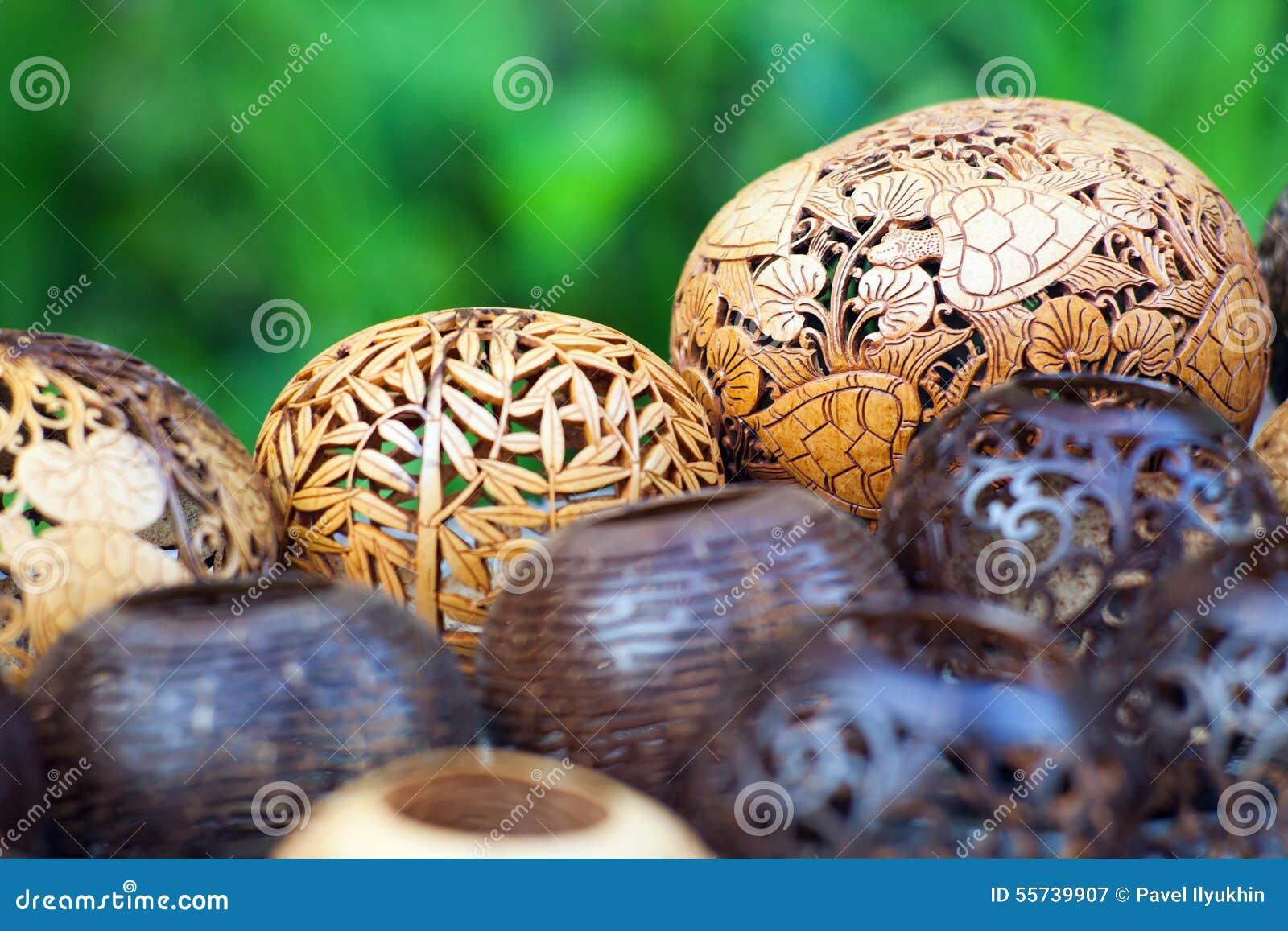 viele lampen geschnitzt von einem kokosnussbaum stockbild bild 55739907. Black Bedroom Furniture Sets. Home Design Ideas