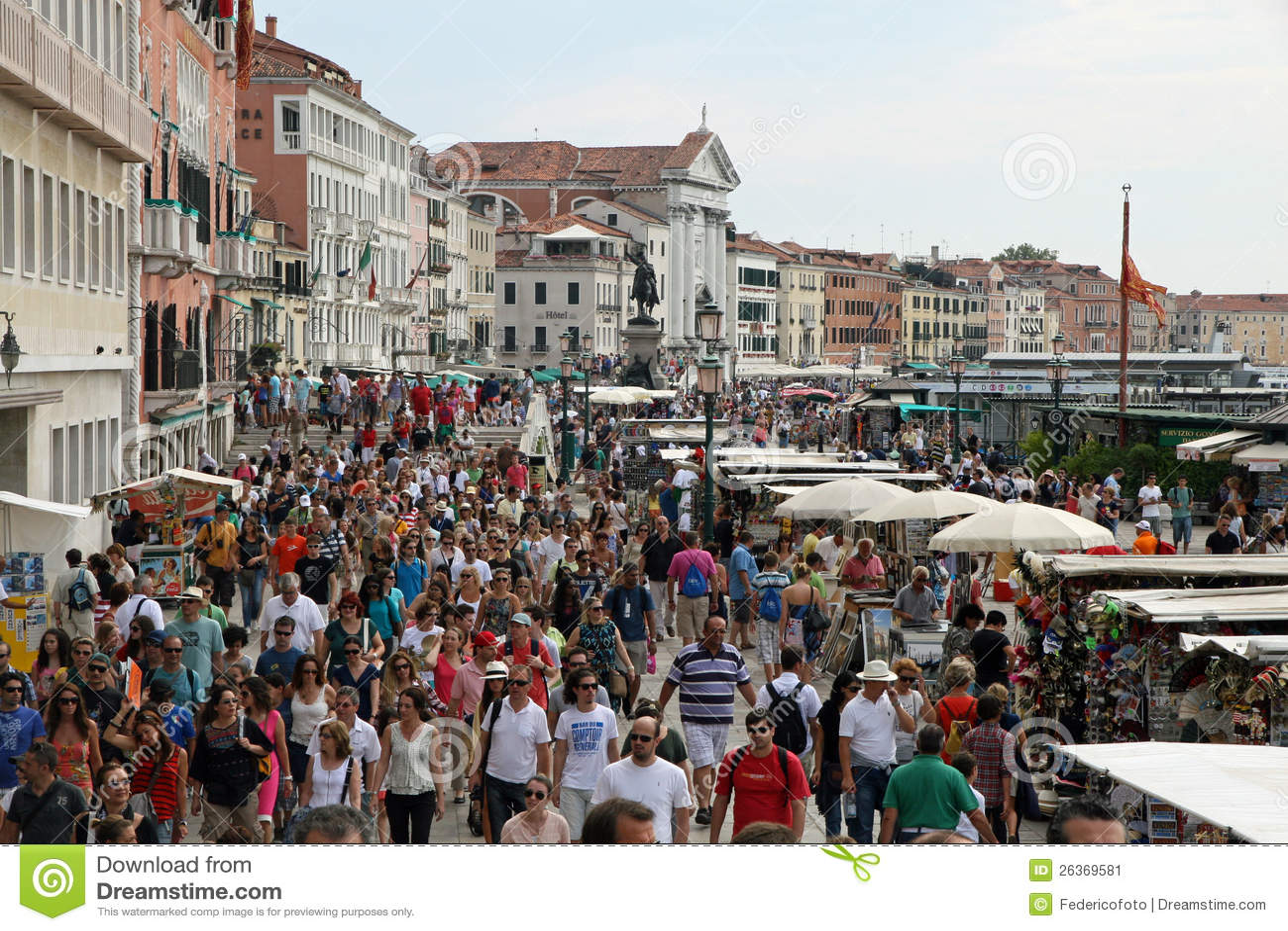 Viele Leute und Touristen um Venedig