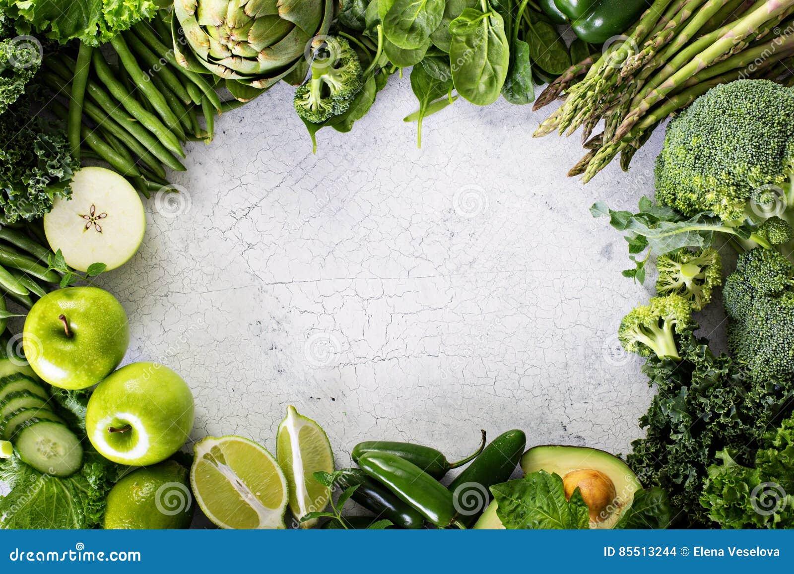Vielzahl des grünen Gemüses und der Früchte