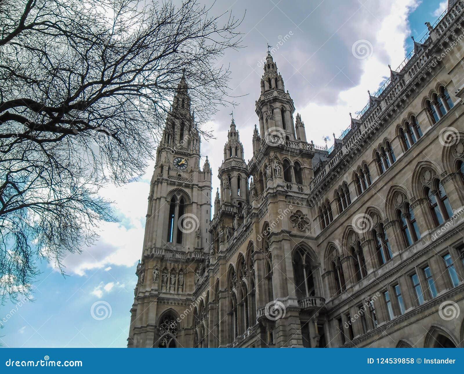 Viena/Áustria - em abril de 2015: A torre de pulso de disparo da câmara municipal Vie dentro