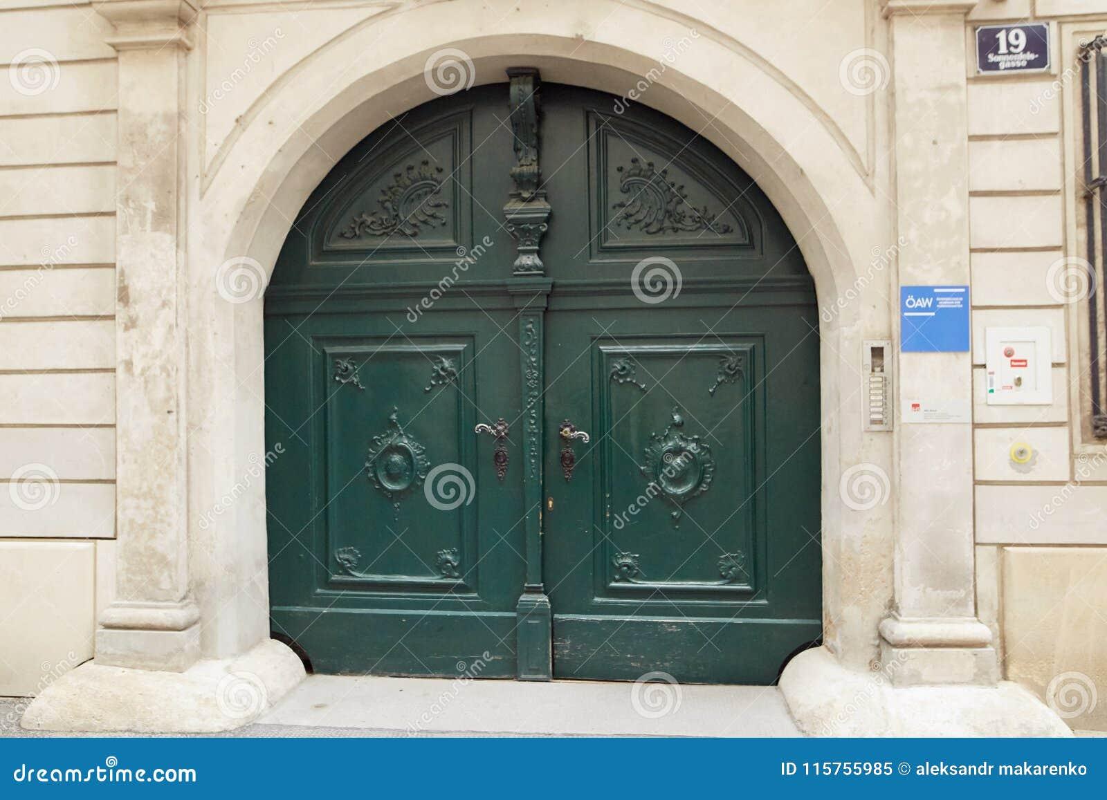 Viena Austria 15 De Abril De 2018 Puertas De Madera Antiguas
