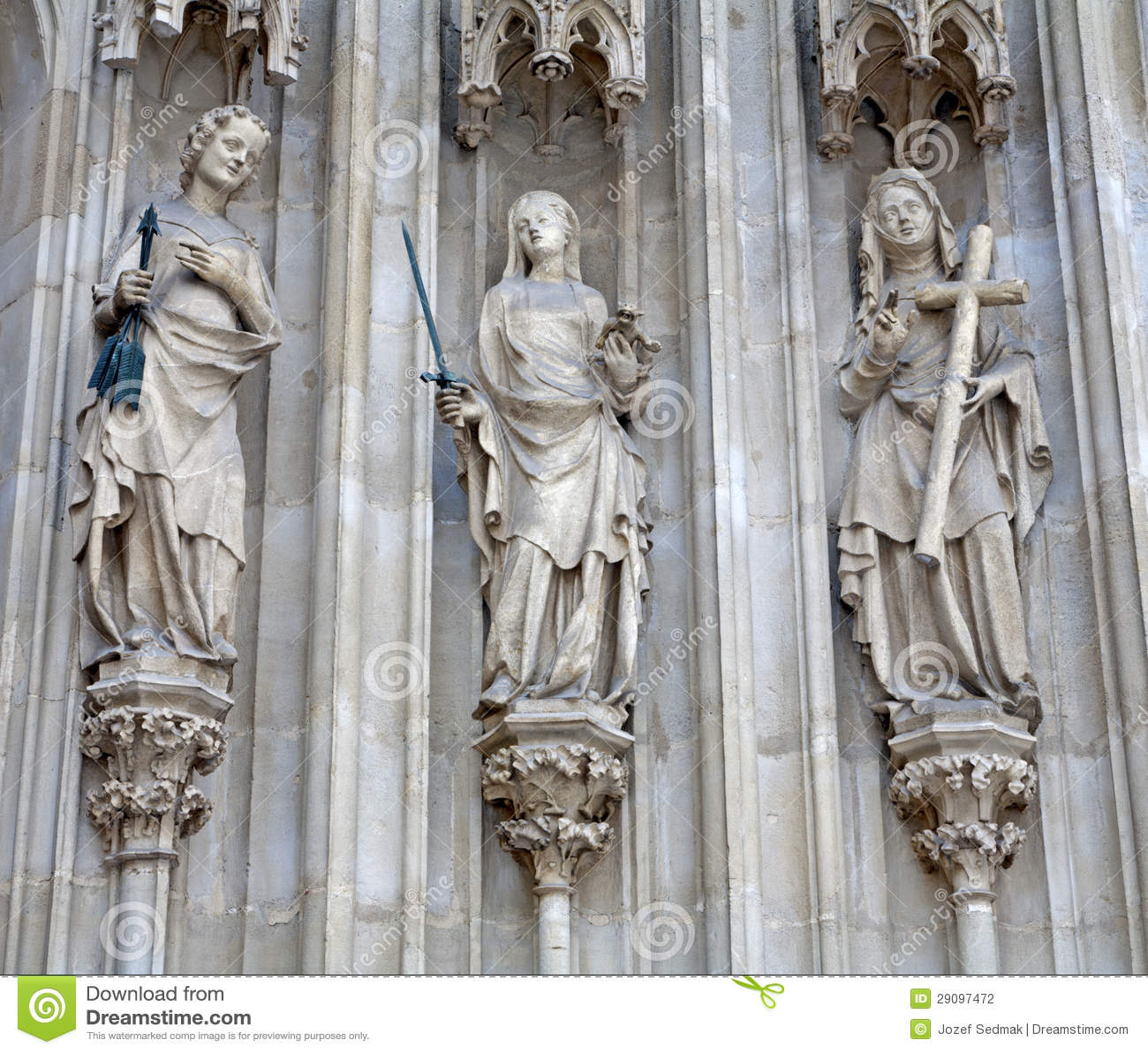 Viena - três virtudes cardinais do portal ocidental de Minoriten gótico