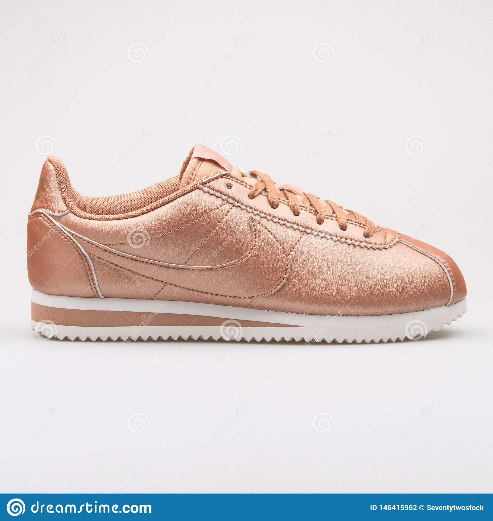 sports shoes 5bcd6 652fa Nike Classic Cortez Leather Metallic Red Bronze Sneaker ...