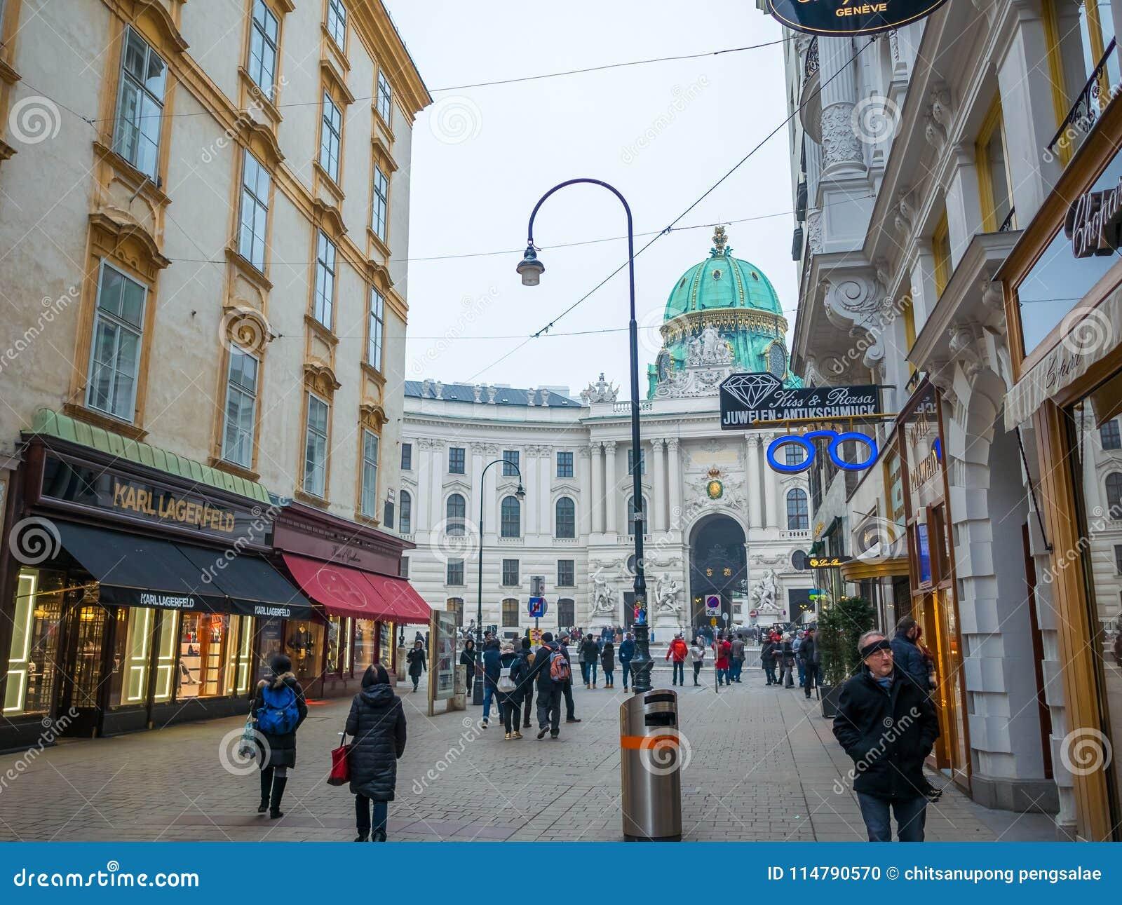 VIENNA, AUSTRIA - 17 FEBBRAIO 2018: Intorno al palazzo imperiale di Hofburg quasi il famoso a Vienna, Austria
