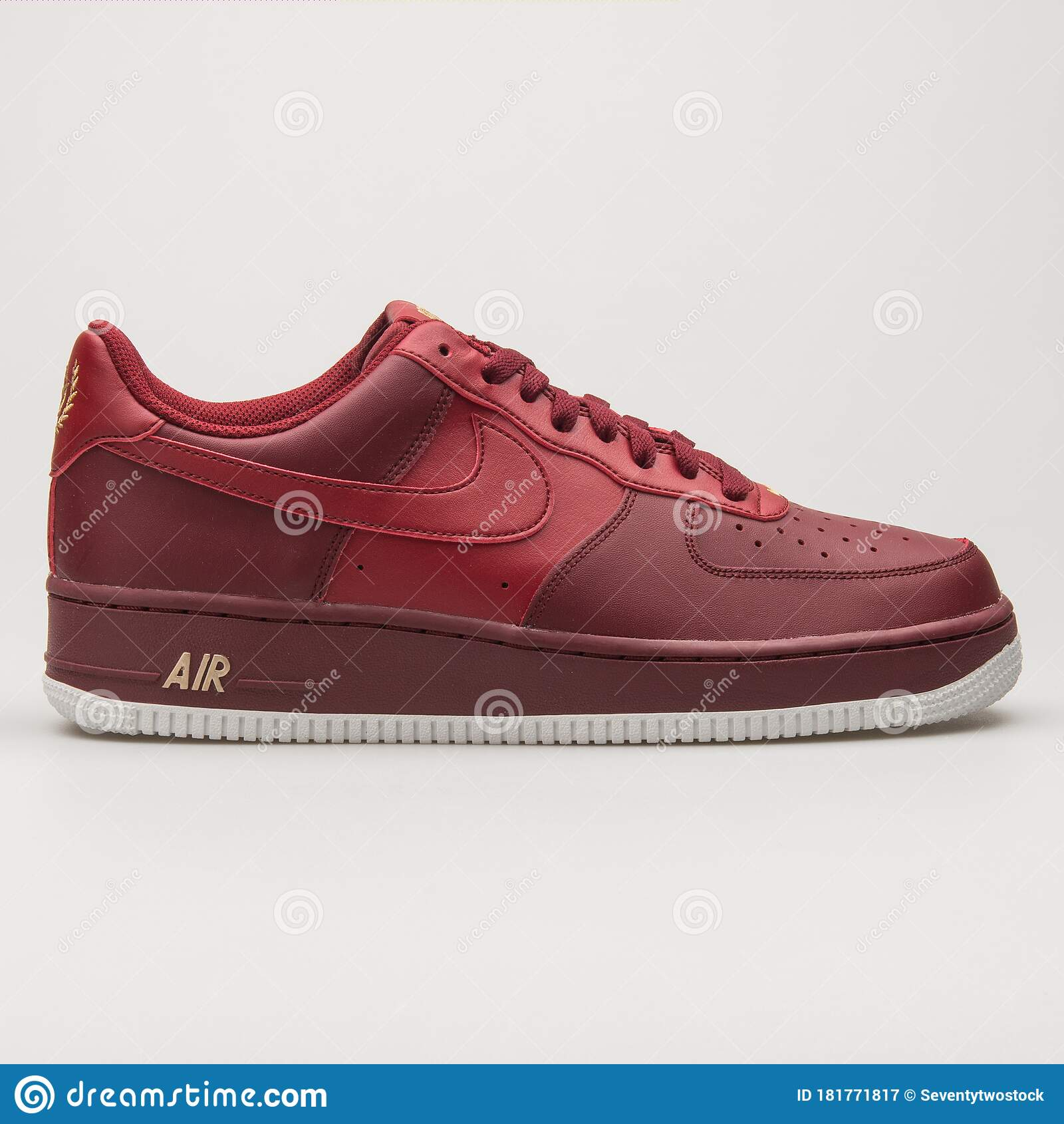 Nike Air Force 1 07 Red And White