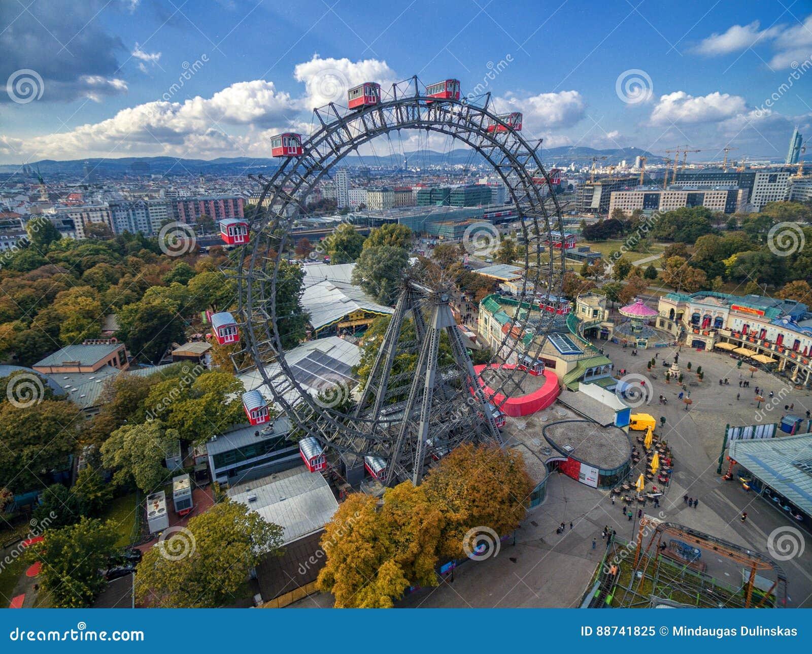VIENNA, AUSTRIA - 7 OTTOBRE 2016: Ferris Wheel gigante La salciccia Riesenrad era la ruota panoramica extant più alta del ` s del