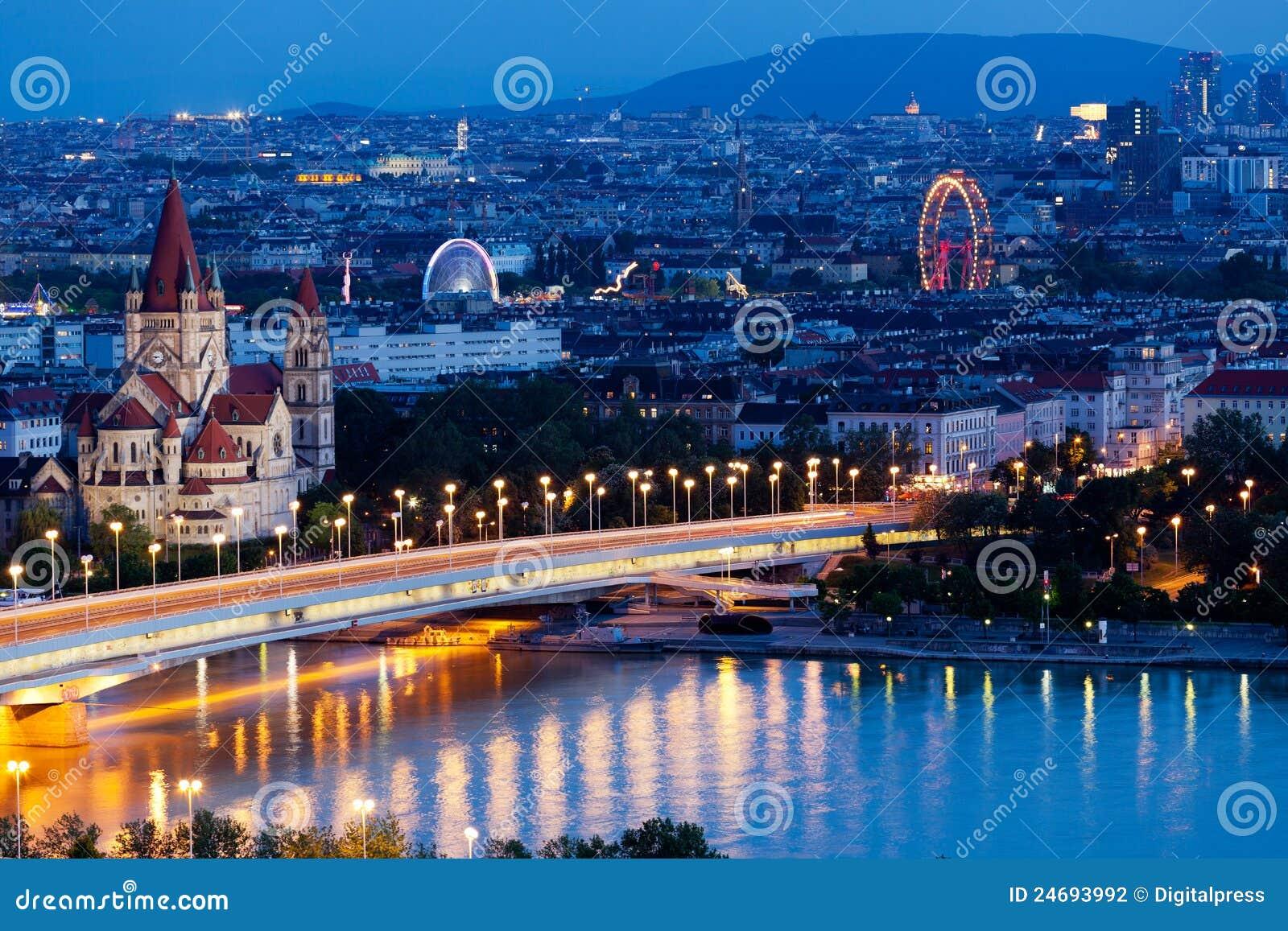 Vienna, vista aerea alla notte