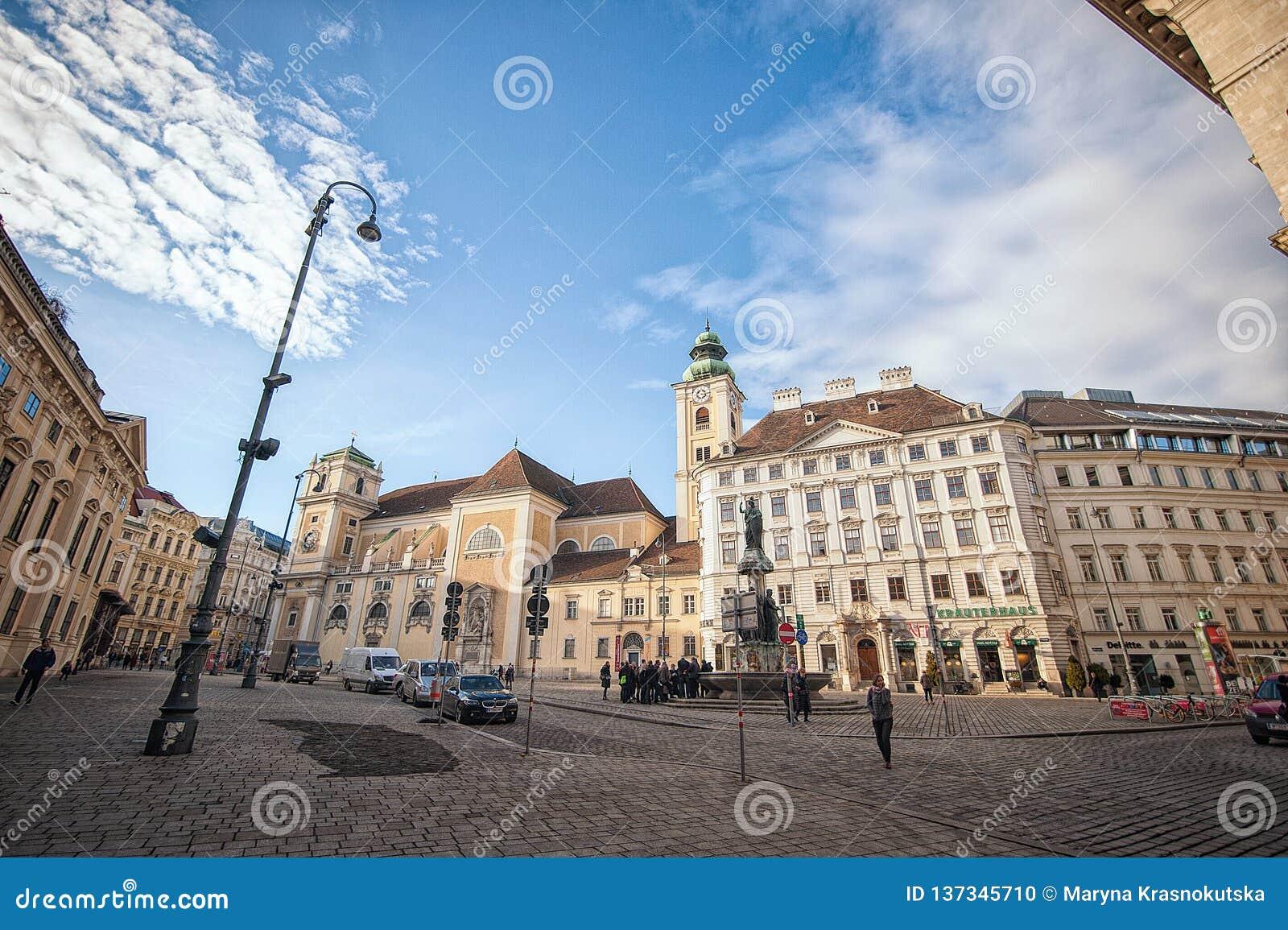 Vienne, Autriche-- Le 7 mars 2018 : Une place à Vienne