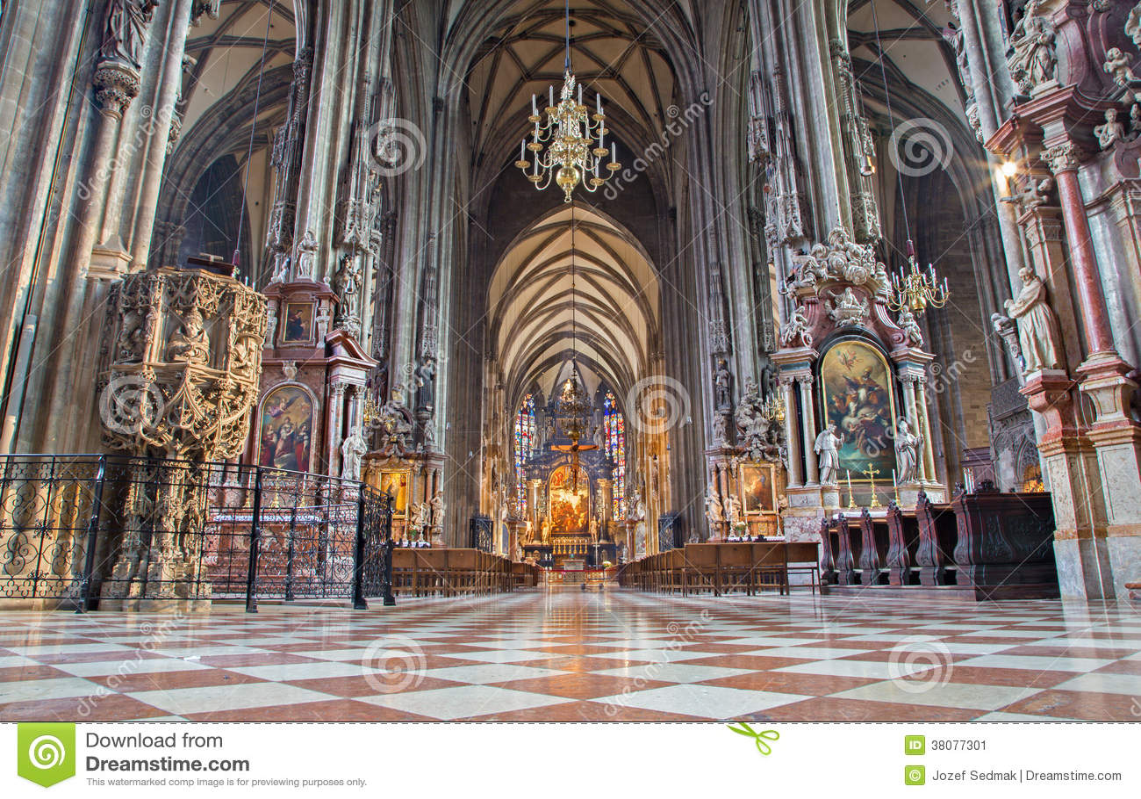 Vienne - d intérieur de la cathédrale ou du Stephansdom de St Stephens.