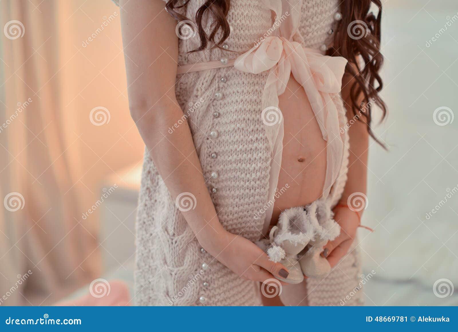 Vientre de la mujer embarazada
