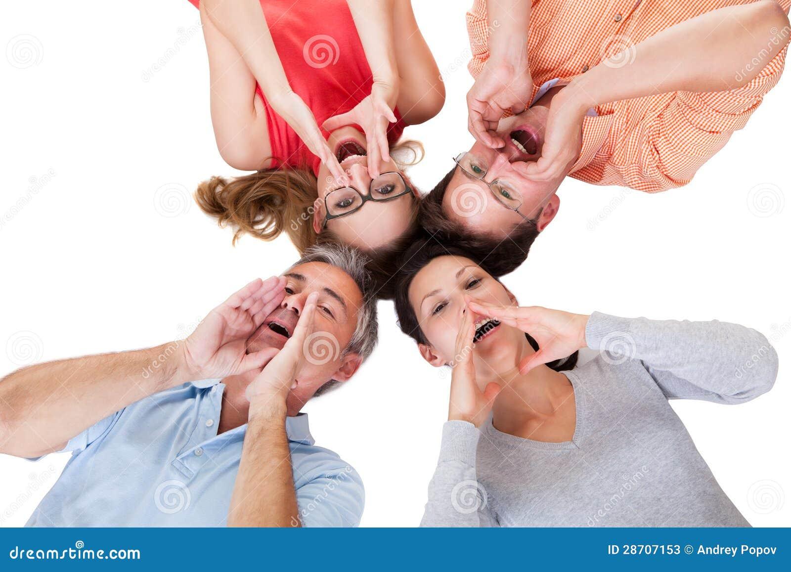 Vier ausrufende Freunde