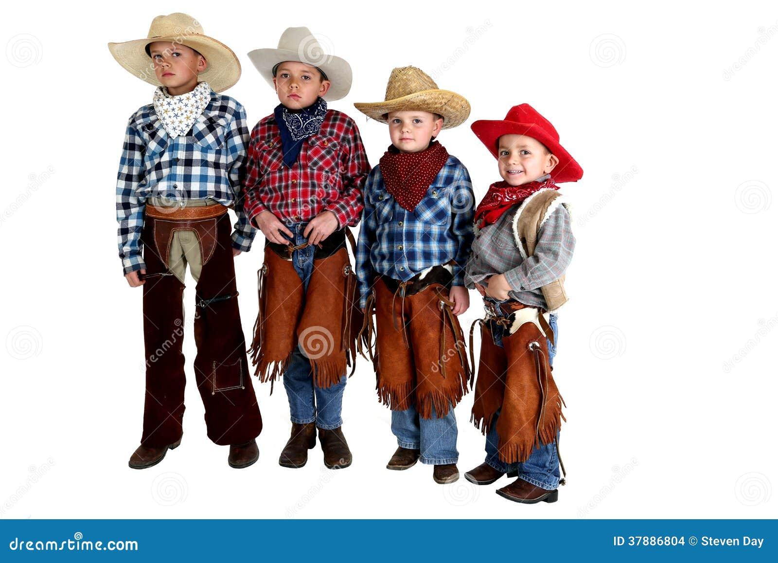 Vier cowboybroers die dragend hoeden en kloofjes bevinden zich