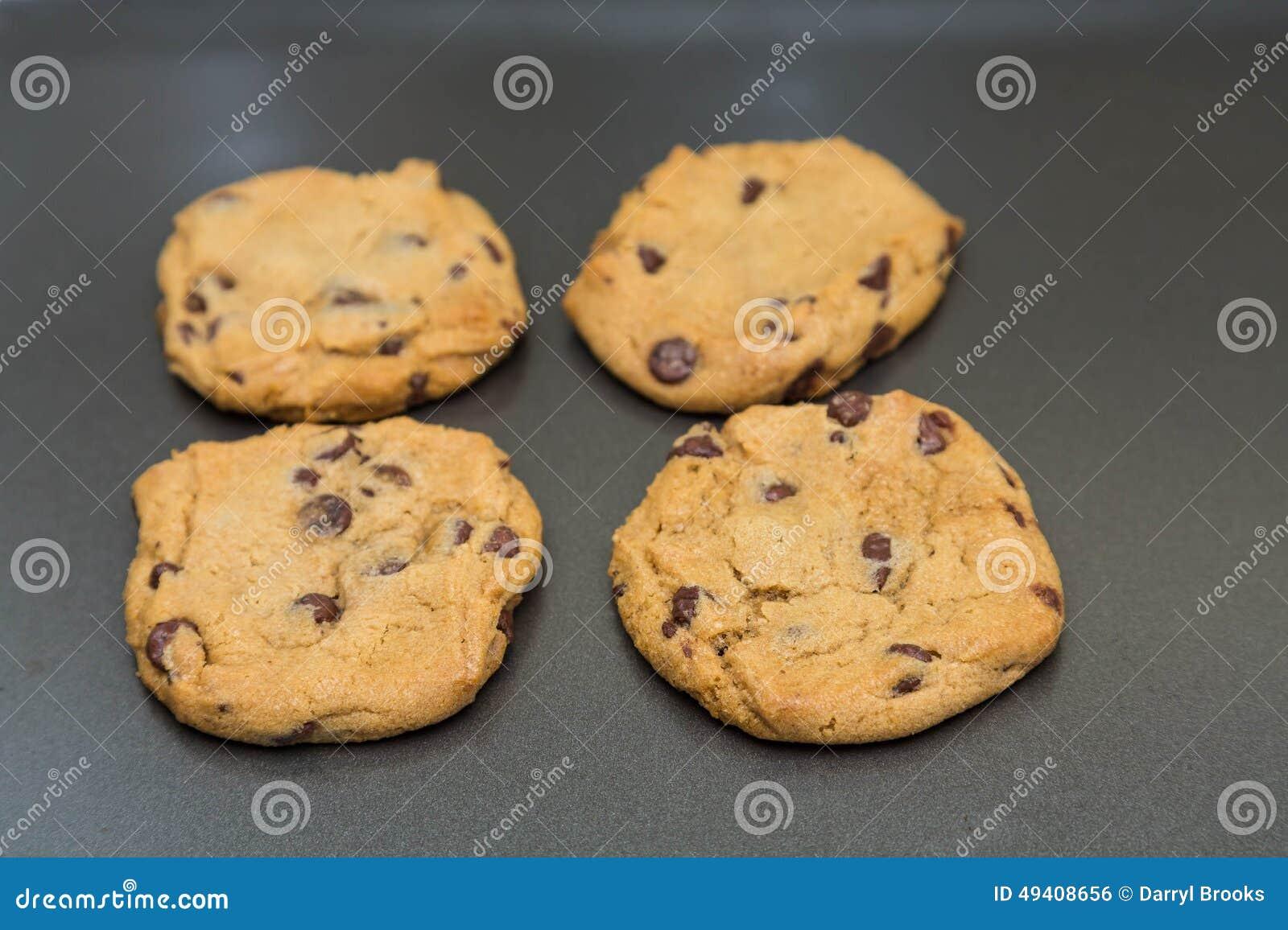Download Vier Frische Gebackene Schokolade Chip Cookie Stockfoto - Bild von gebacken, biskuit: 49408656
