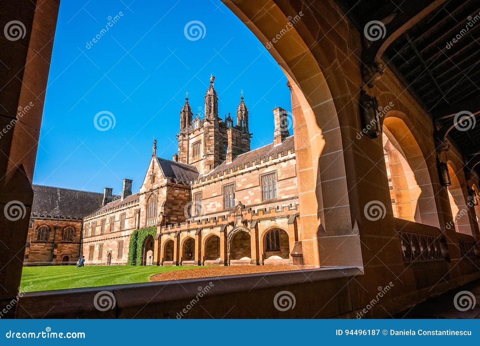 Viereck - Hof von historischen hauptsächlichgebäuden bei Sydney University