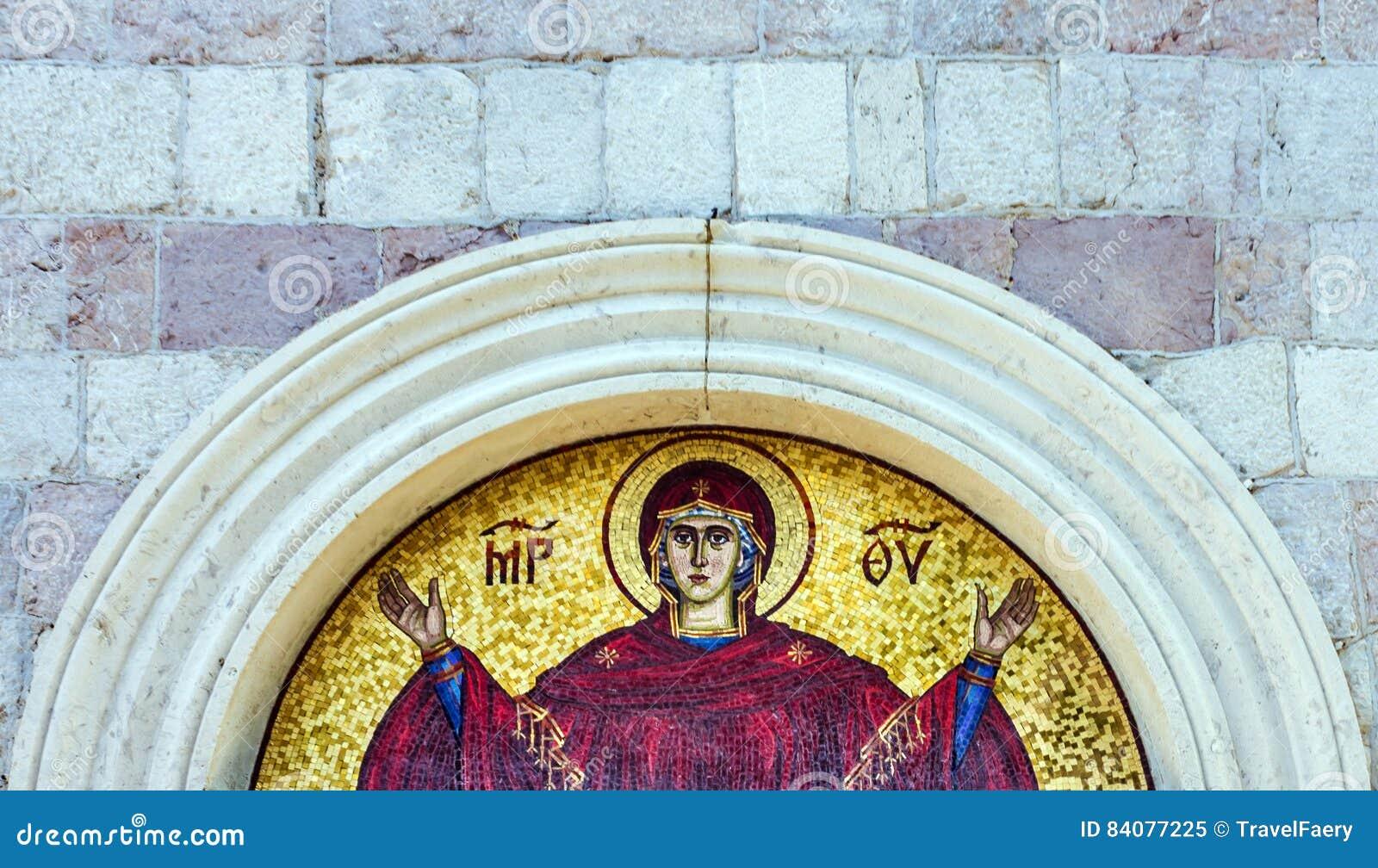 Vierge Marie - icône de mosaïque dans l église chrétienne orthodoxe dans Budva,