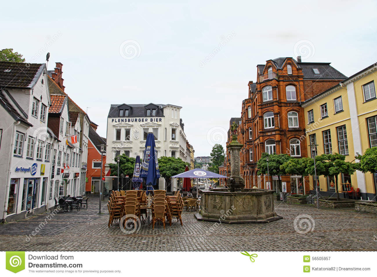 vierkant in centrum van flensburg stad duitsland redactionele fotografie afbeelding bestaande. Black Bedroom Furniture Sets. Home Design Ideas