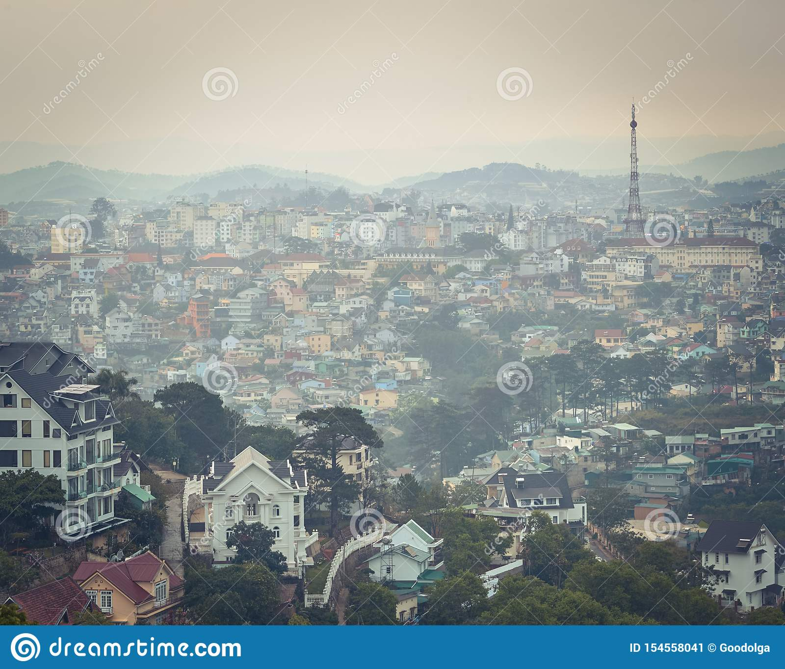 Vietnam liten cityscape f?r Paris Da Lat H?rlig sikt av Dalat, Vietnam