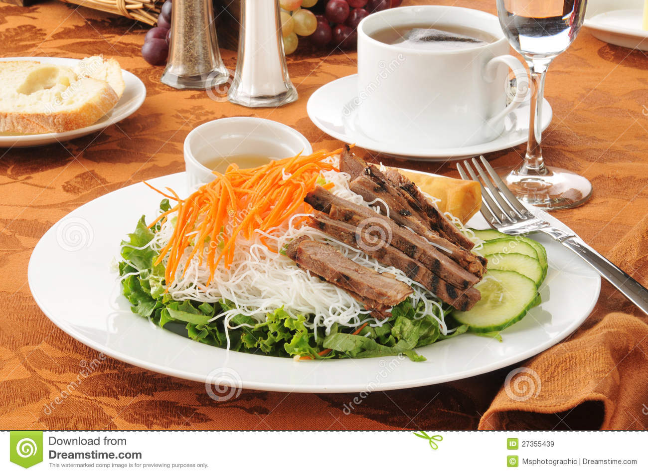 Vietnamese Beef Salad Royalty Free Stock Images - Image: 27355439