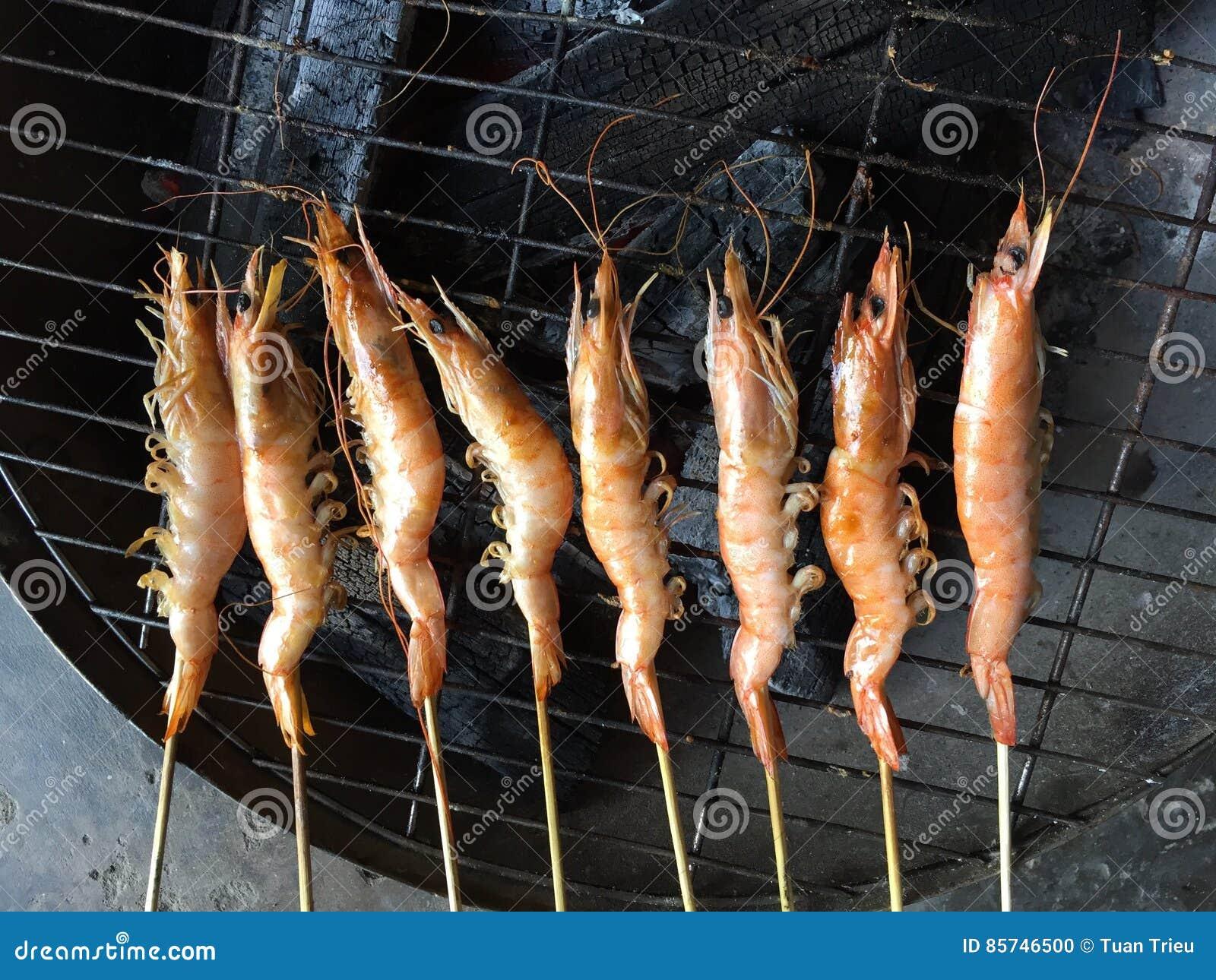 Vietnamese cuisine: grilled shrimp