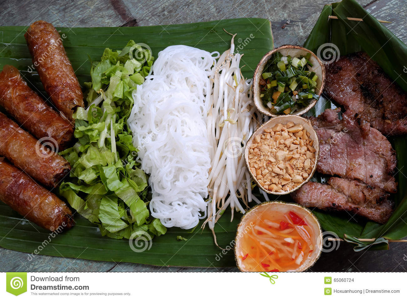 Vietnamese food spring roll cha gio roast meat stock for Fried fish nutrition