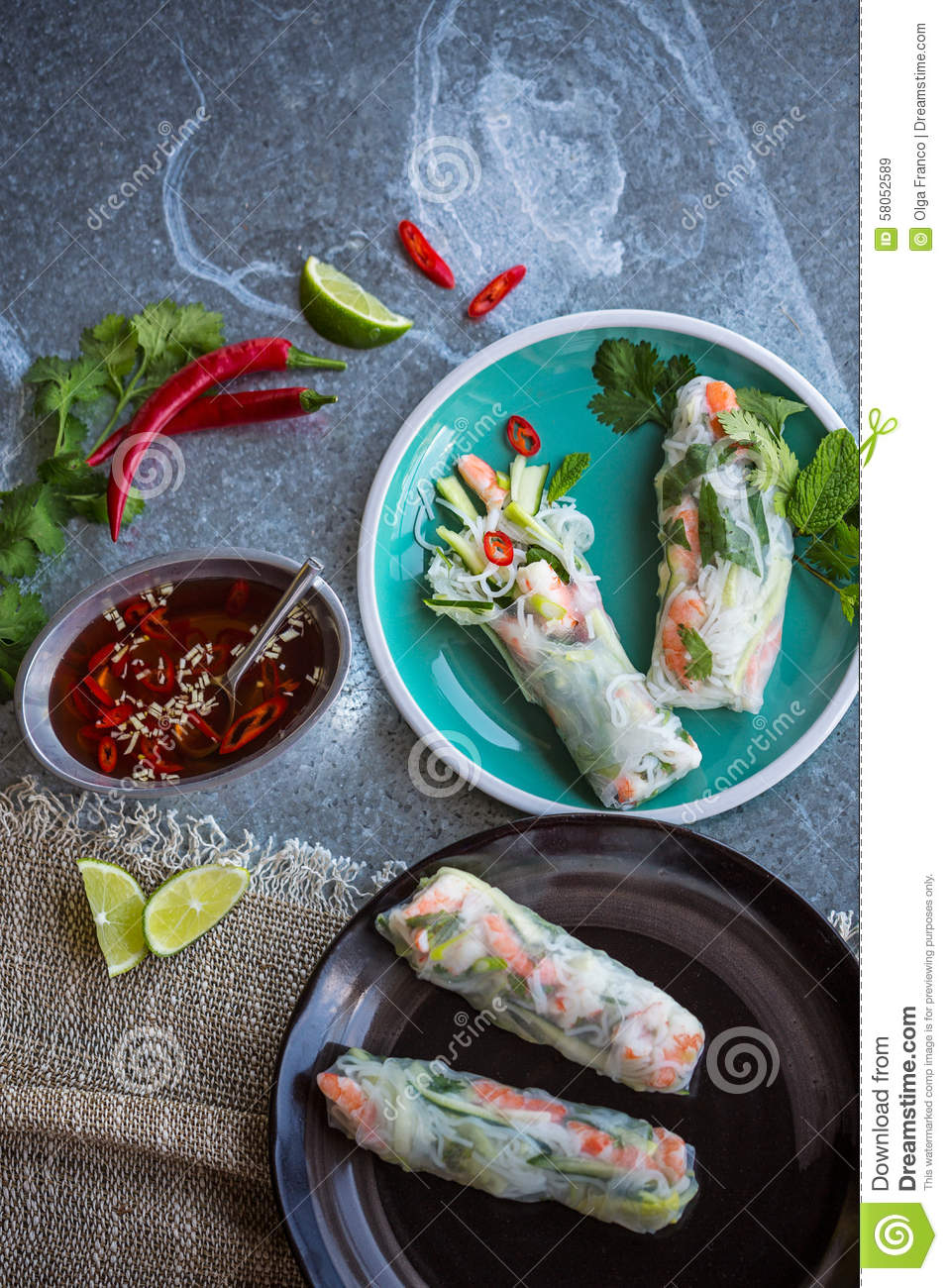 Vietnamese spring rolls with prawns and dipping sauce