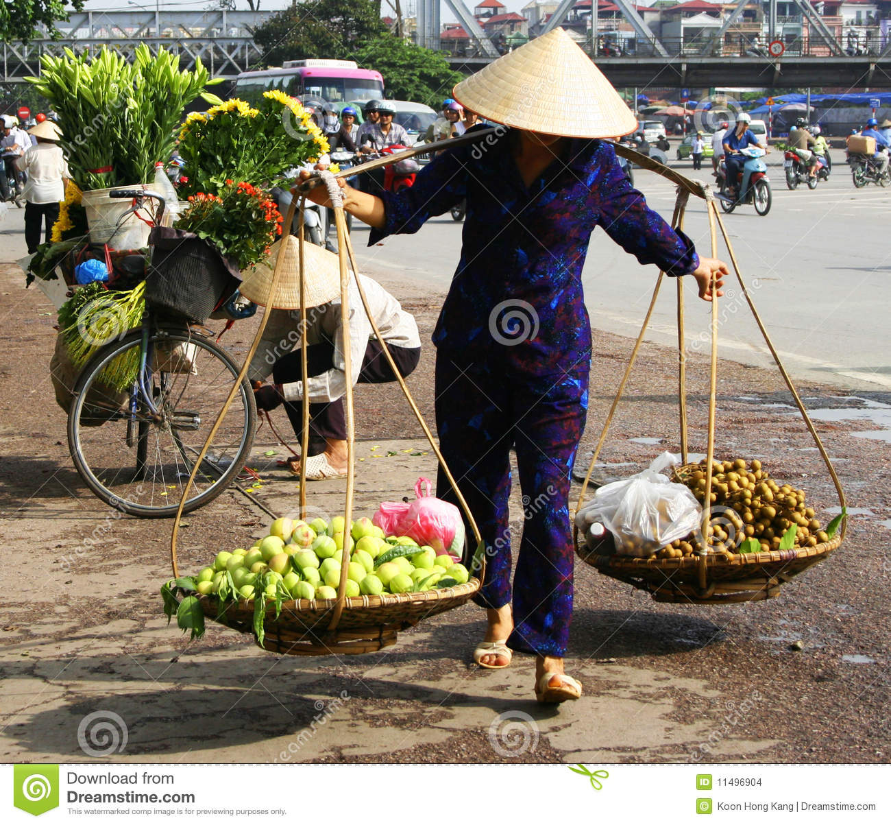 Vietnamese Street Vendor In Hanoi Editorial Stock Image - Image of ...