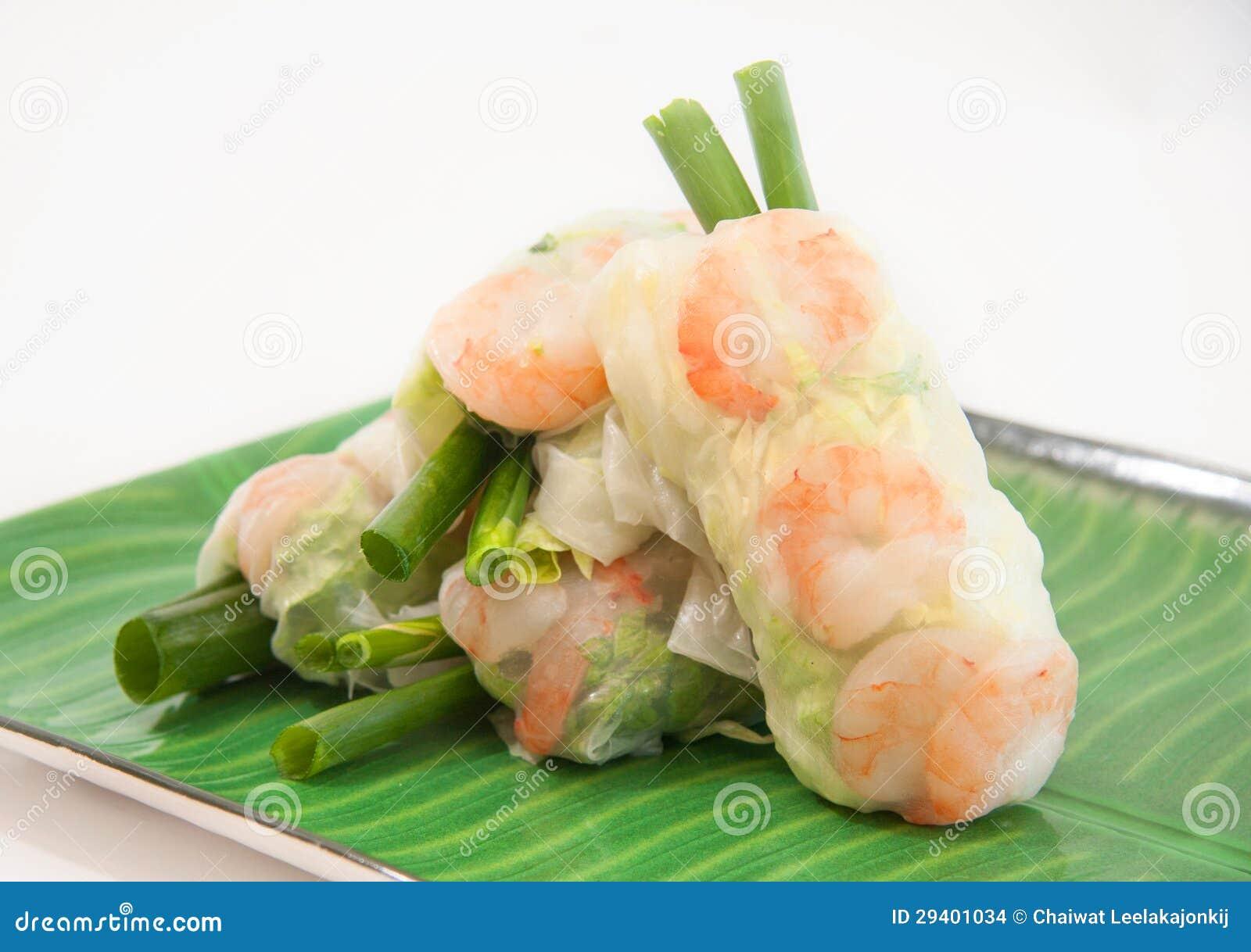 Vietnamesen fjädrar rullar med grönsallat, minten, räkan och vermicelli