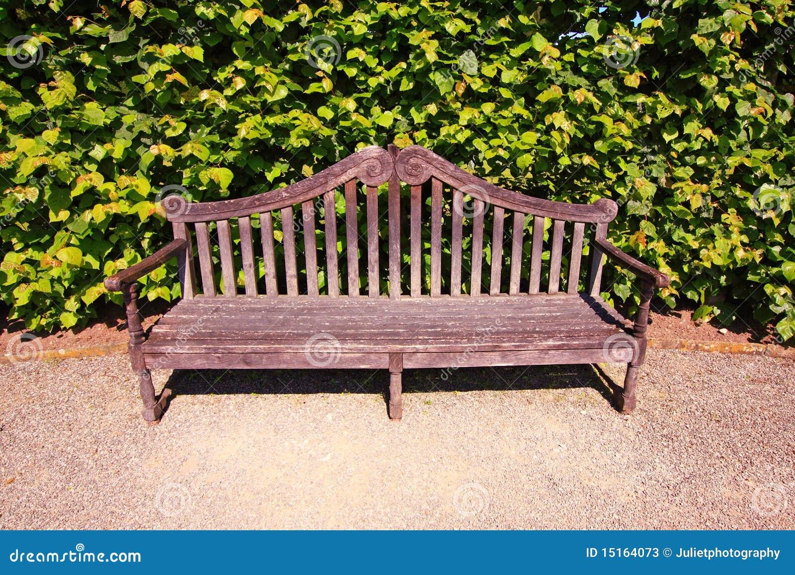 vieux anglais banc dans le jardin image stock image du
