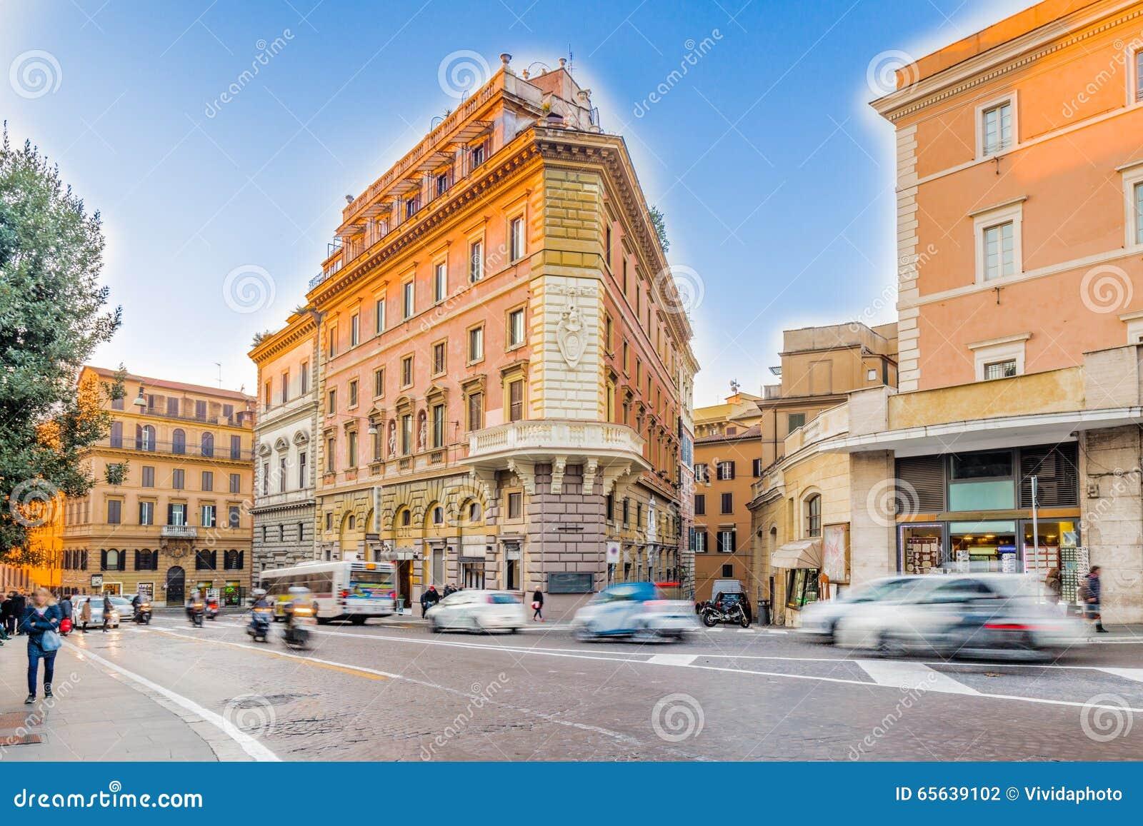 Vieux bâtiments le long des rues de Rome