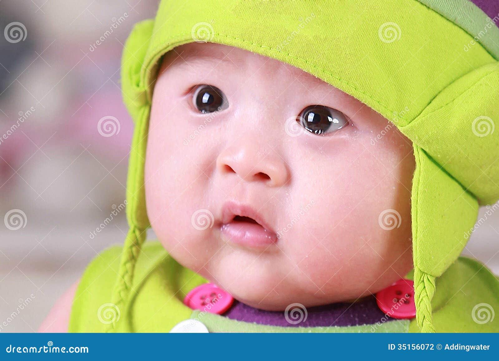 Vieux Bébé Asiatique De Trois Mois Mignon Heureux Photo Stock
