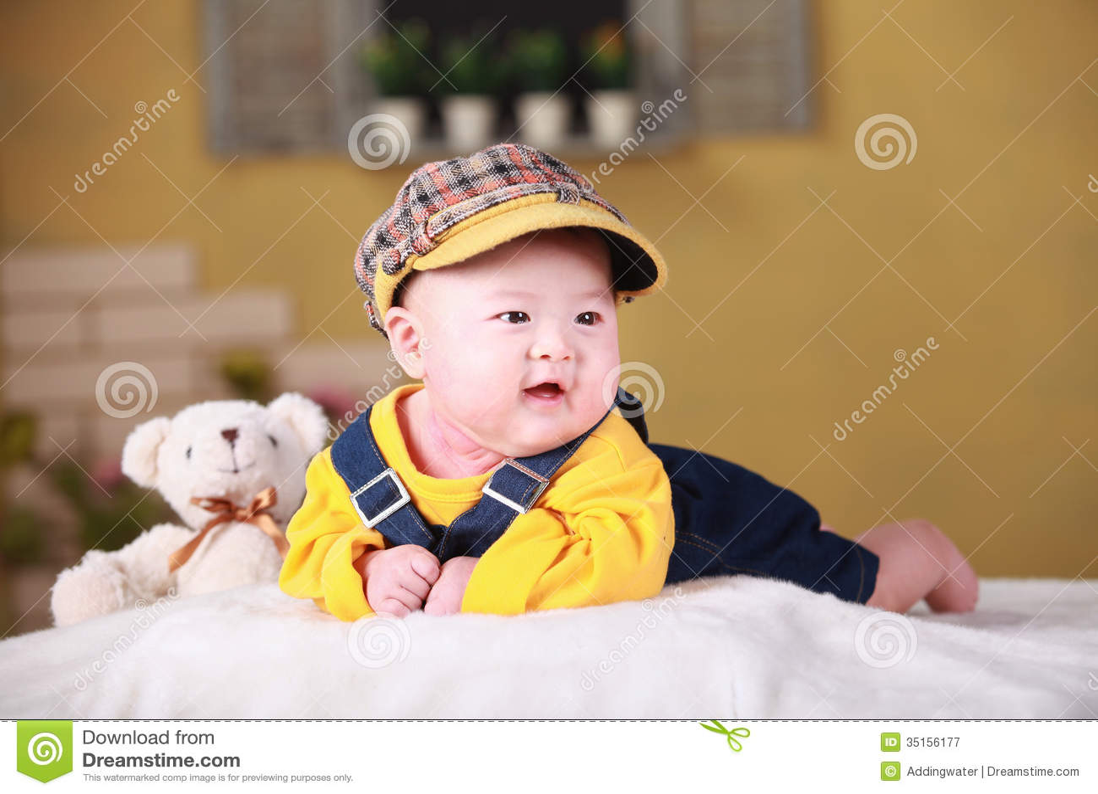 Vieux Bébé Asiatique De Trois Mois Mignon Heureux Image Stock