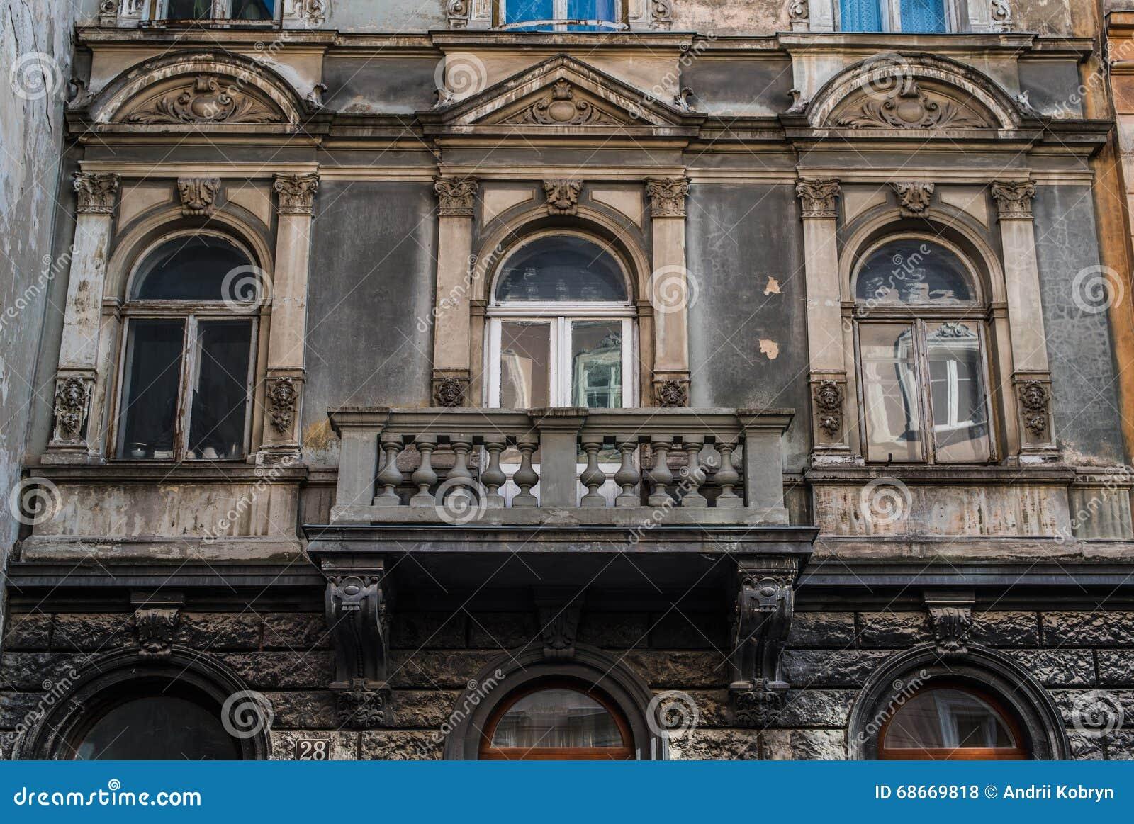Vieux balcon de vintage sur le b timent du si cle 18 for Architecture londres