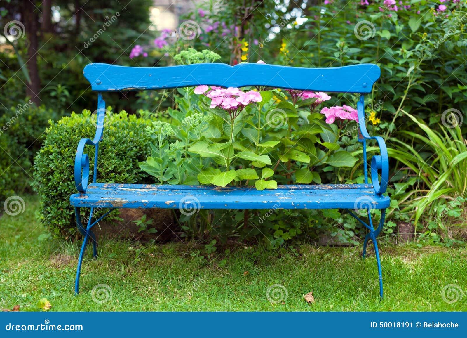 Vieux Banc De Jardin vieux banc bleu au jardin image stock. image du nature