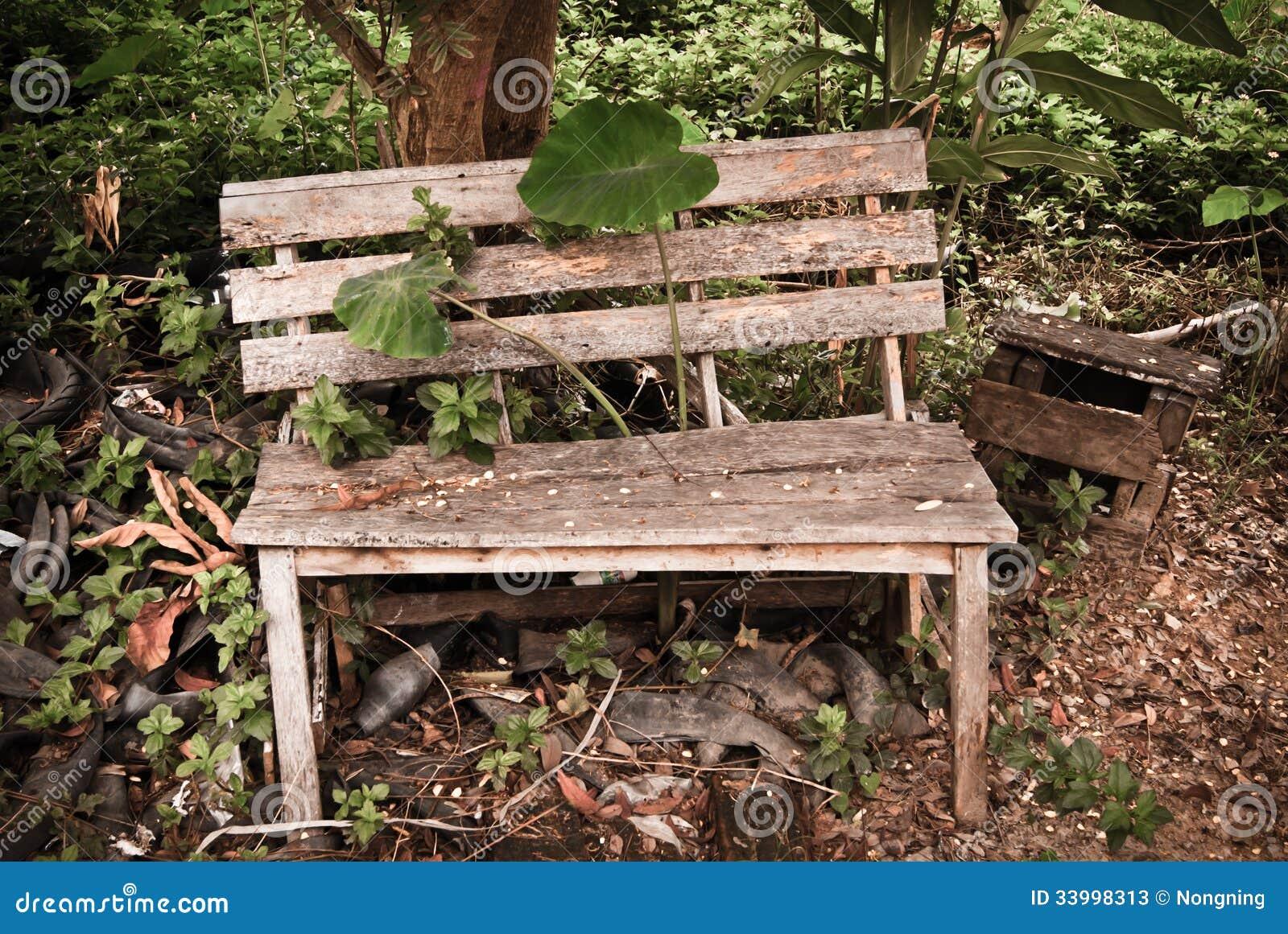 Vieux Banc De Jardin vieux banc en bois de jardin, image stock - image du stérile