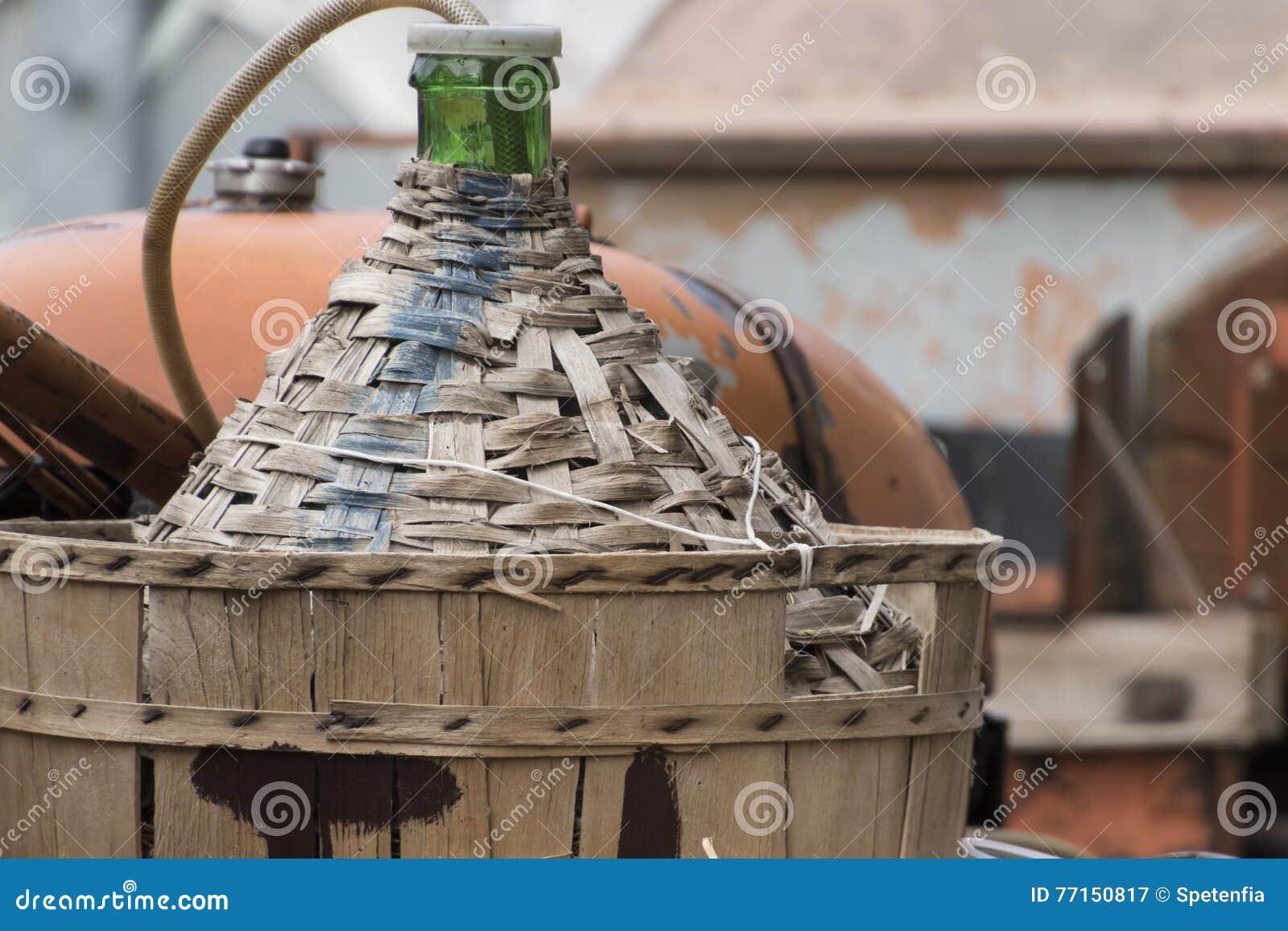 Vieux baril de vin dans la ferme