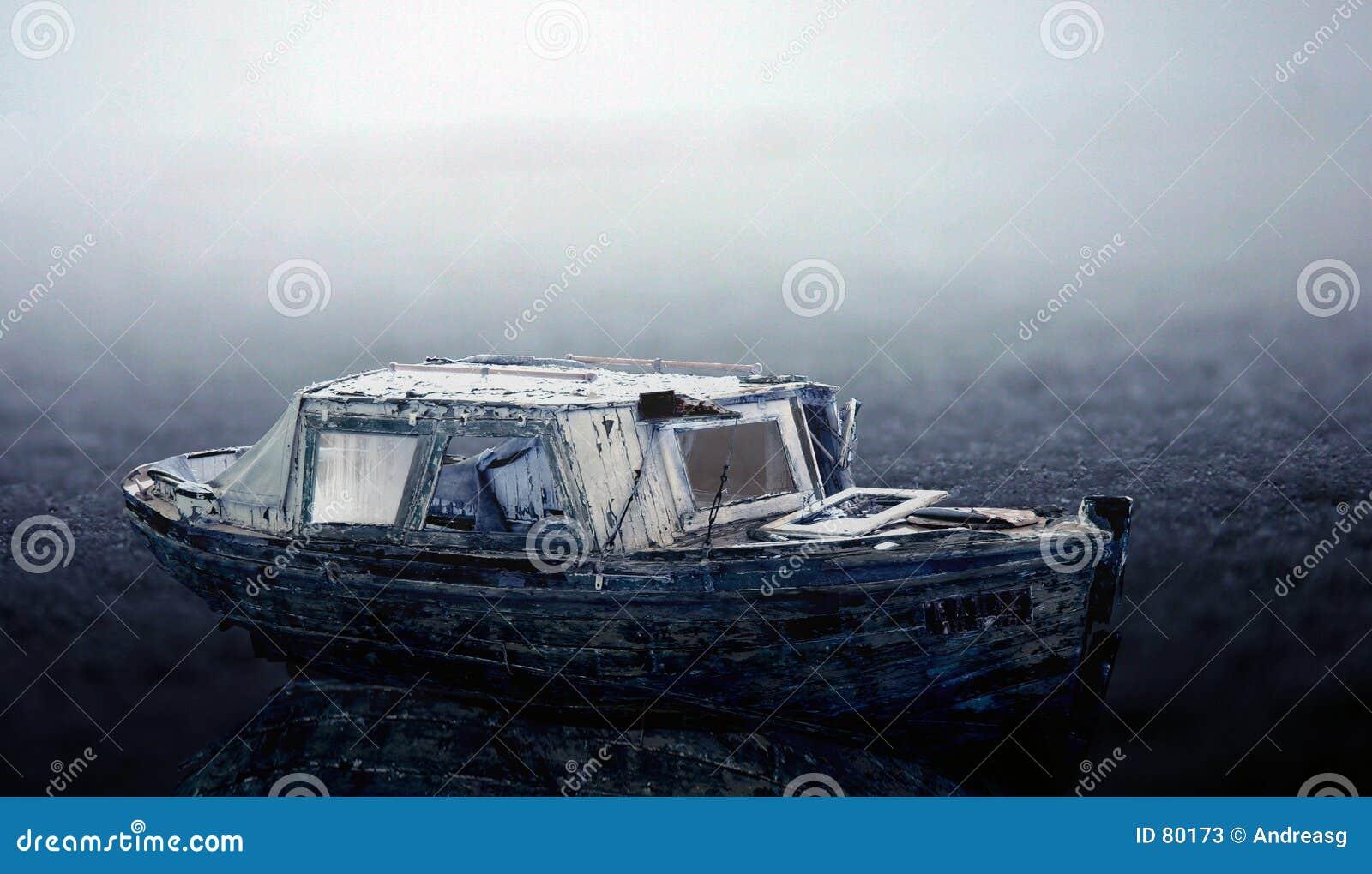 Vieux bateau congelé