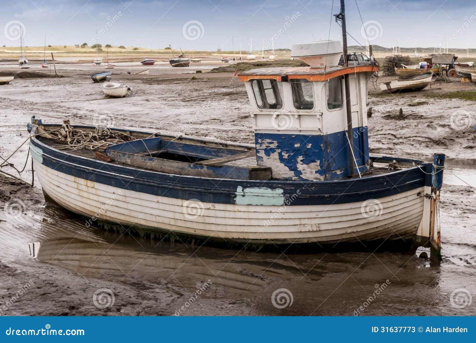 vieux bateau de p che en bois image stock image 31637773. Black Bedroom Furniture Sets. Home Design Ideas