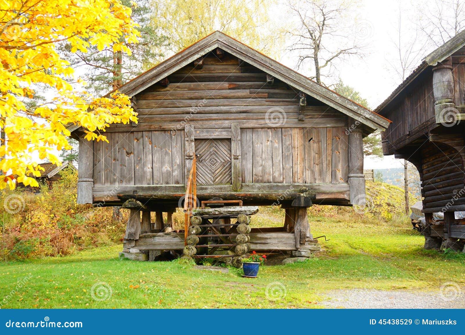 Vieux b timent agricole en bois norv gien photo stock image 45438529 - Batiment agricole en bois ...