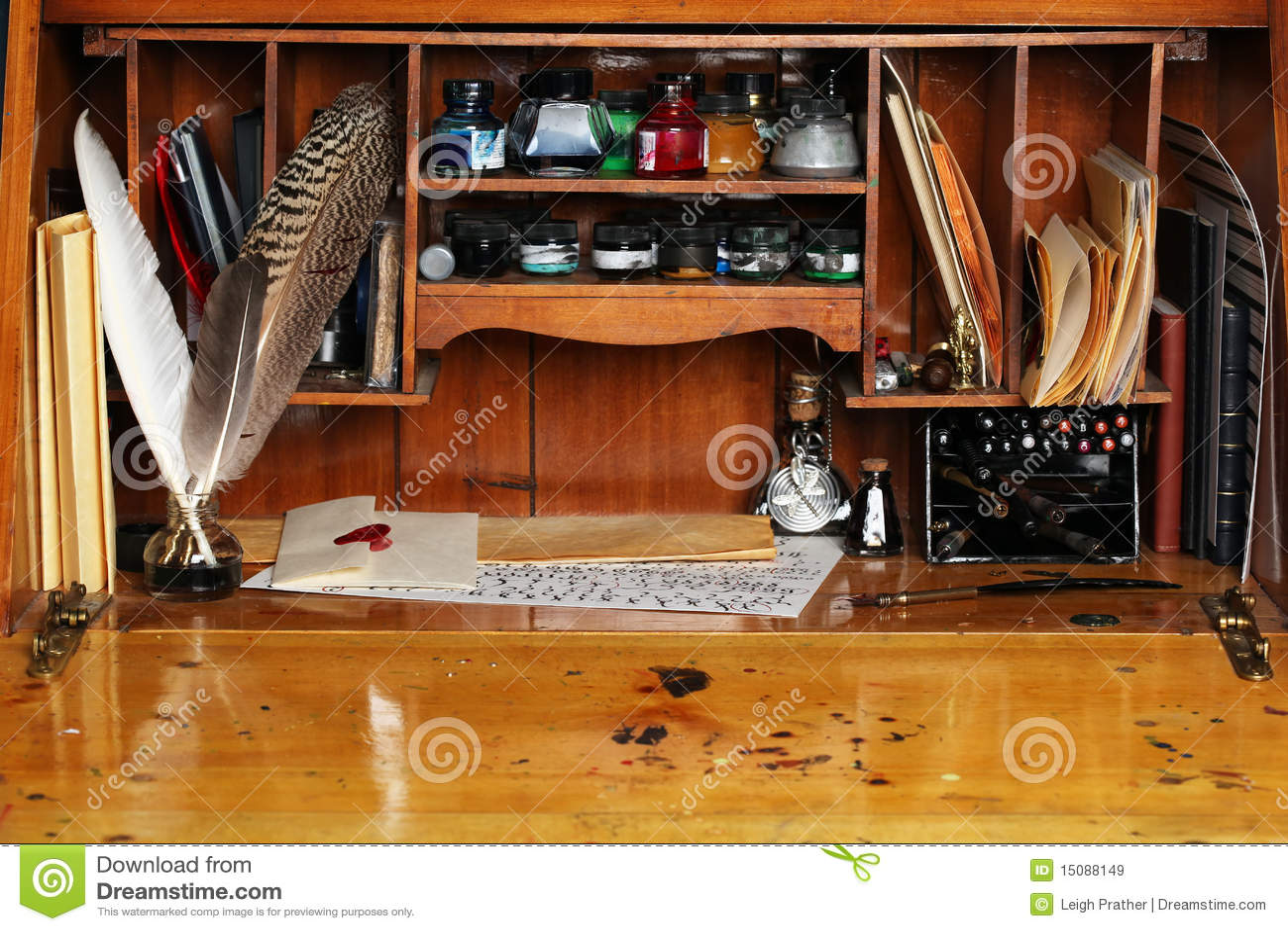 Vieux bureau décriture image stock. image du parchemin 15088149