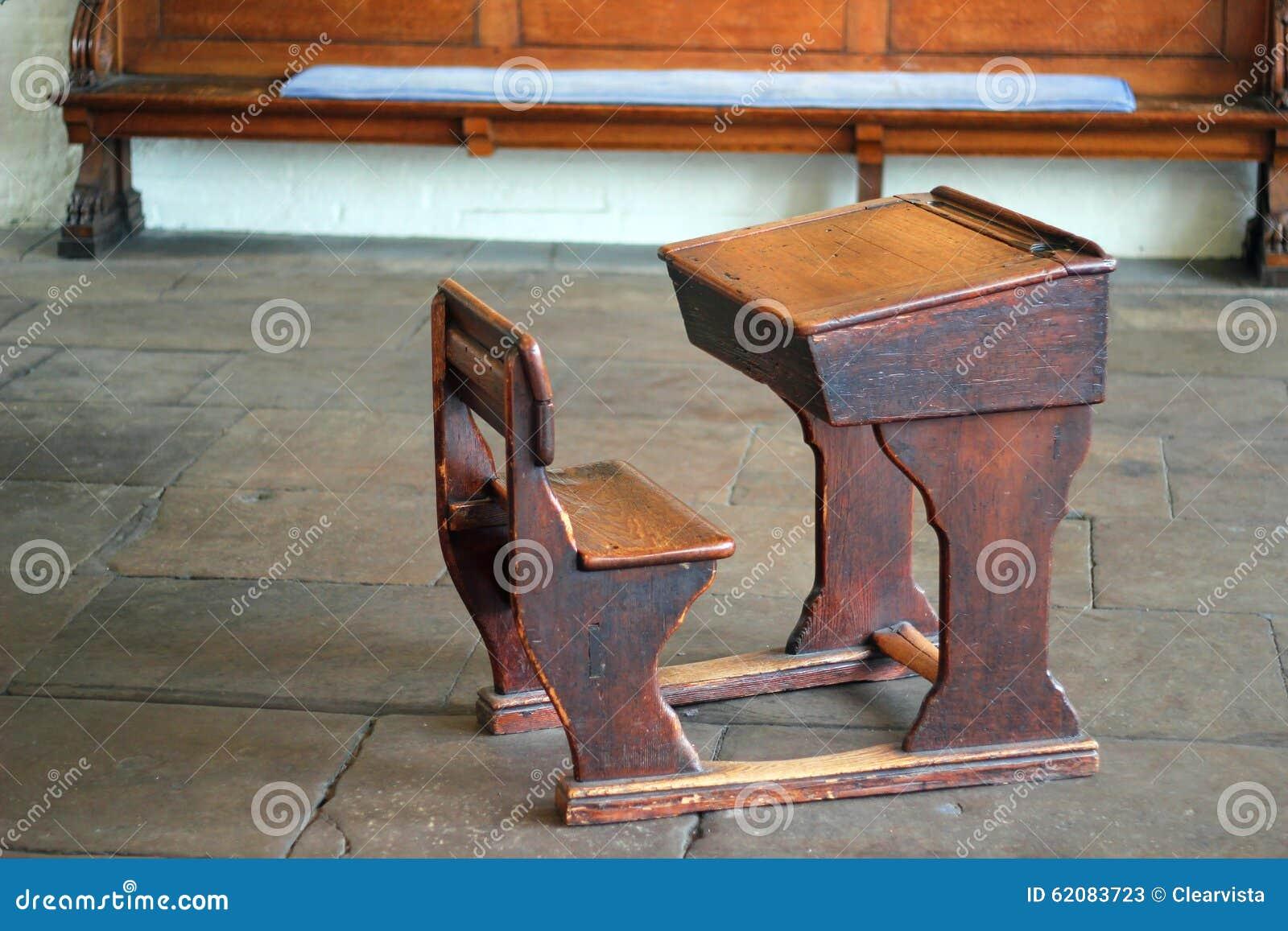 Vieux bureau en bois décole image stock image du apprenez vieux