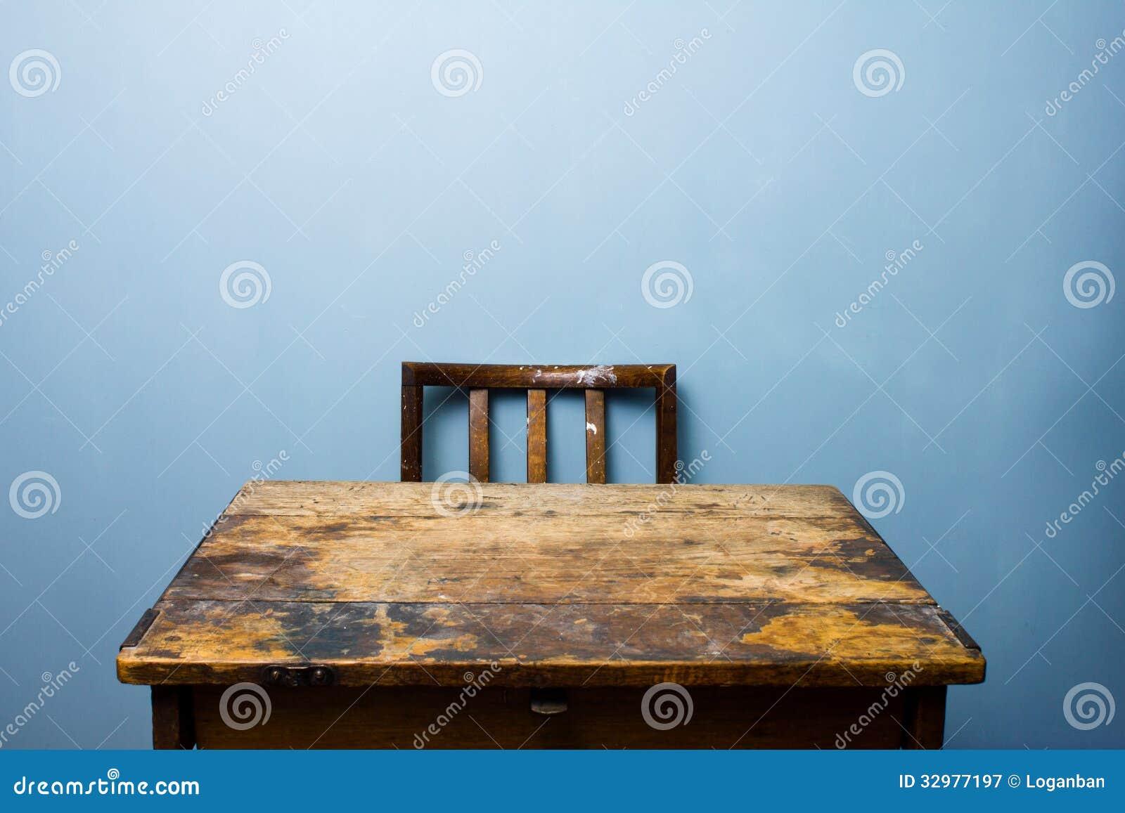 Vieux bureau et chaise en bois image stock image du bois chic