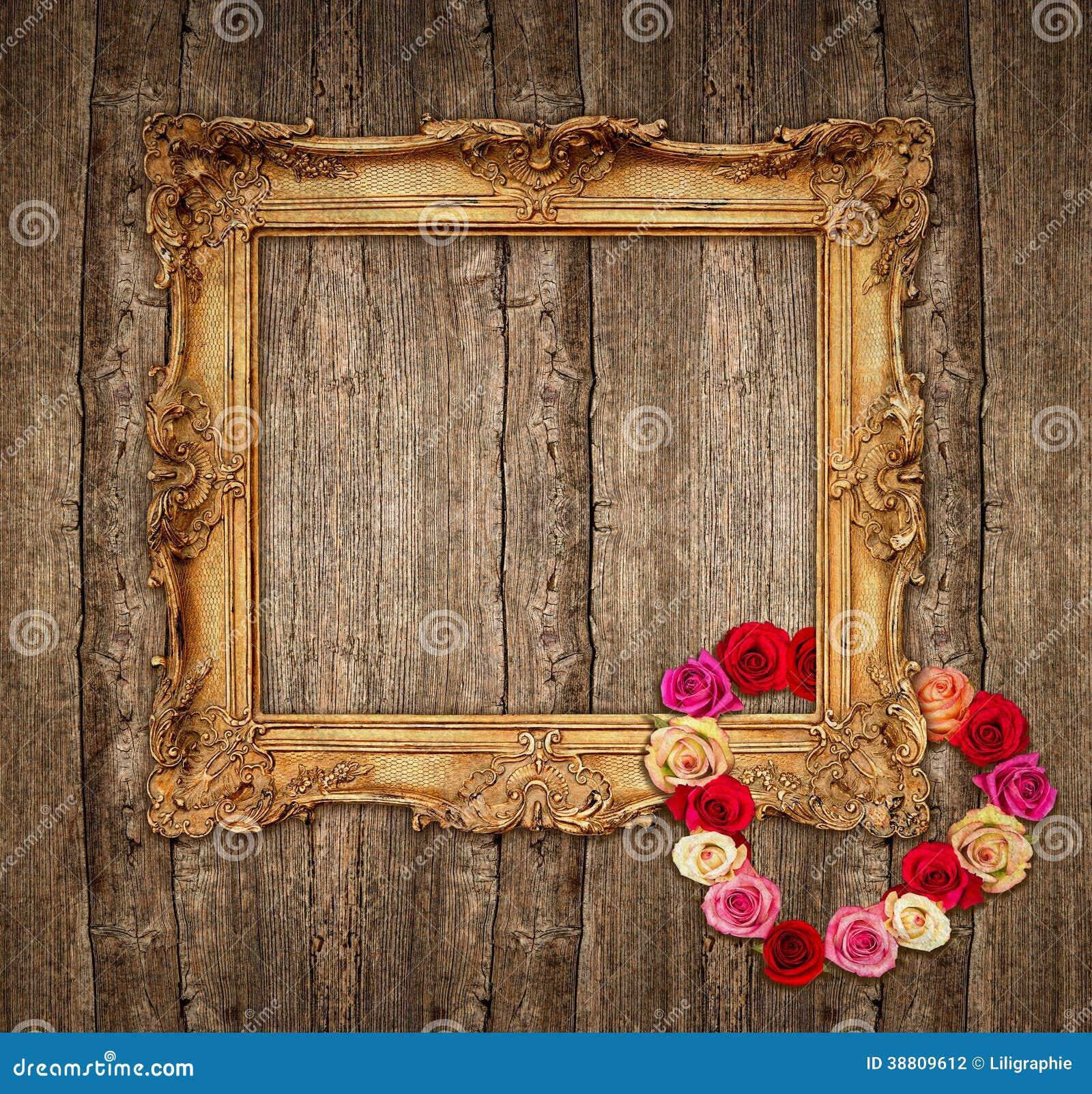 vieux cadre d 39 or avec des roses au dessus de fond en bois photo stock image 38809612. Black Bedroom Furniture Sets. Home Design Ideas
