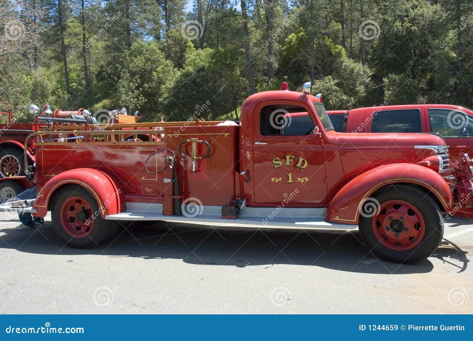 vieux camion de pompiers 2 image stock ditorial
